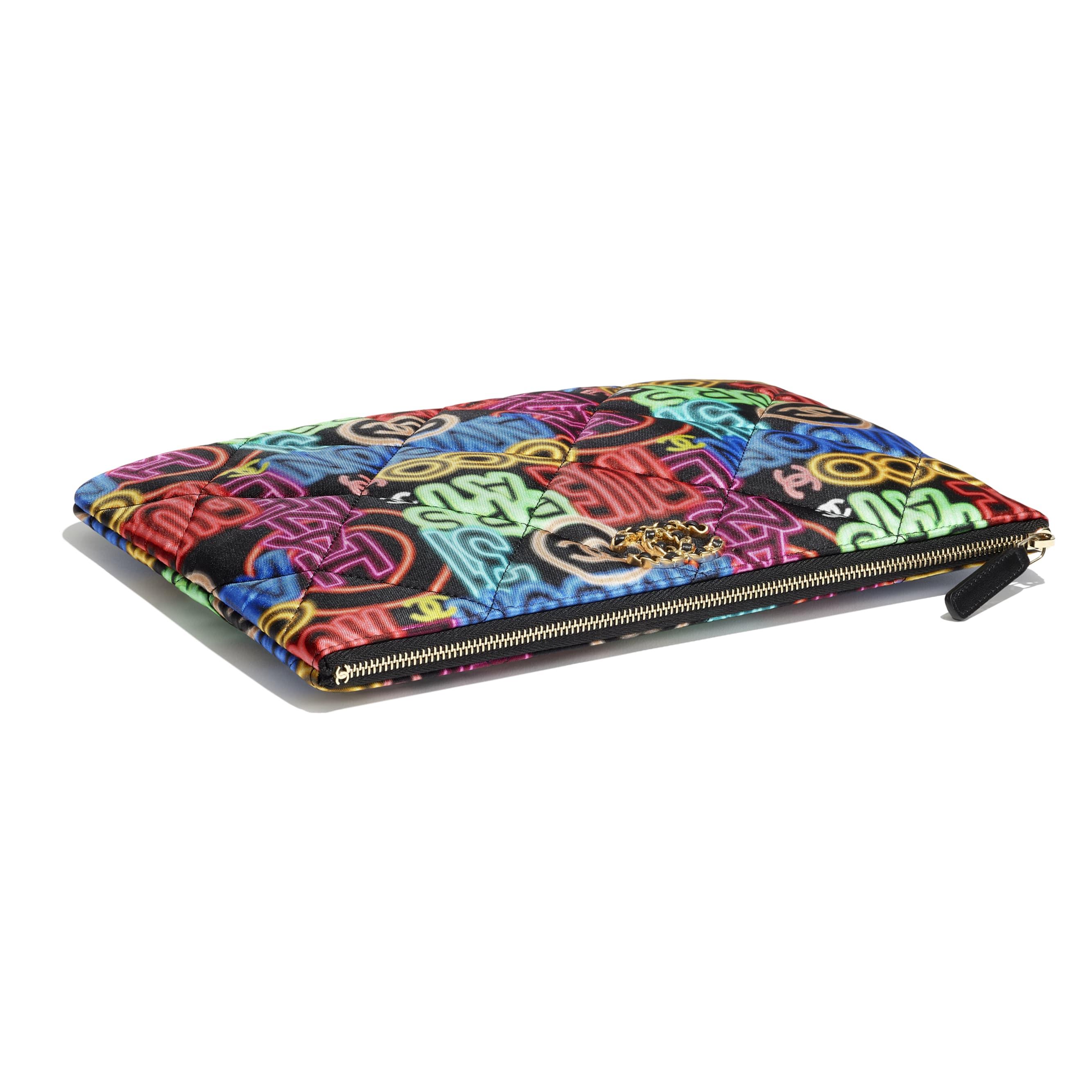 Case CHANEL 19 - Preto & Multicolorido - Printed Fabric, Gold-Tone, Silver-Tone & Ruthenium-Finish Metal - CHANEL - Outra vista - ver a versão em tamanho standard