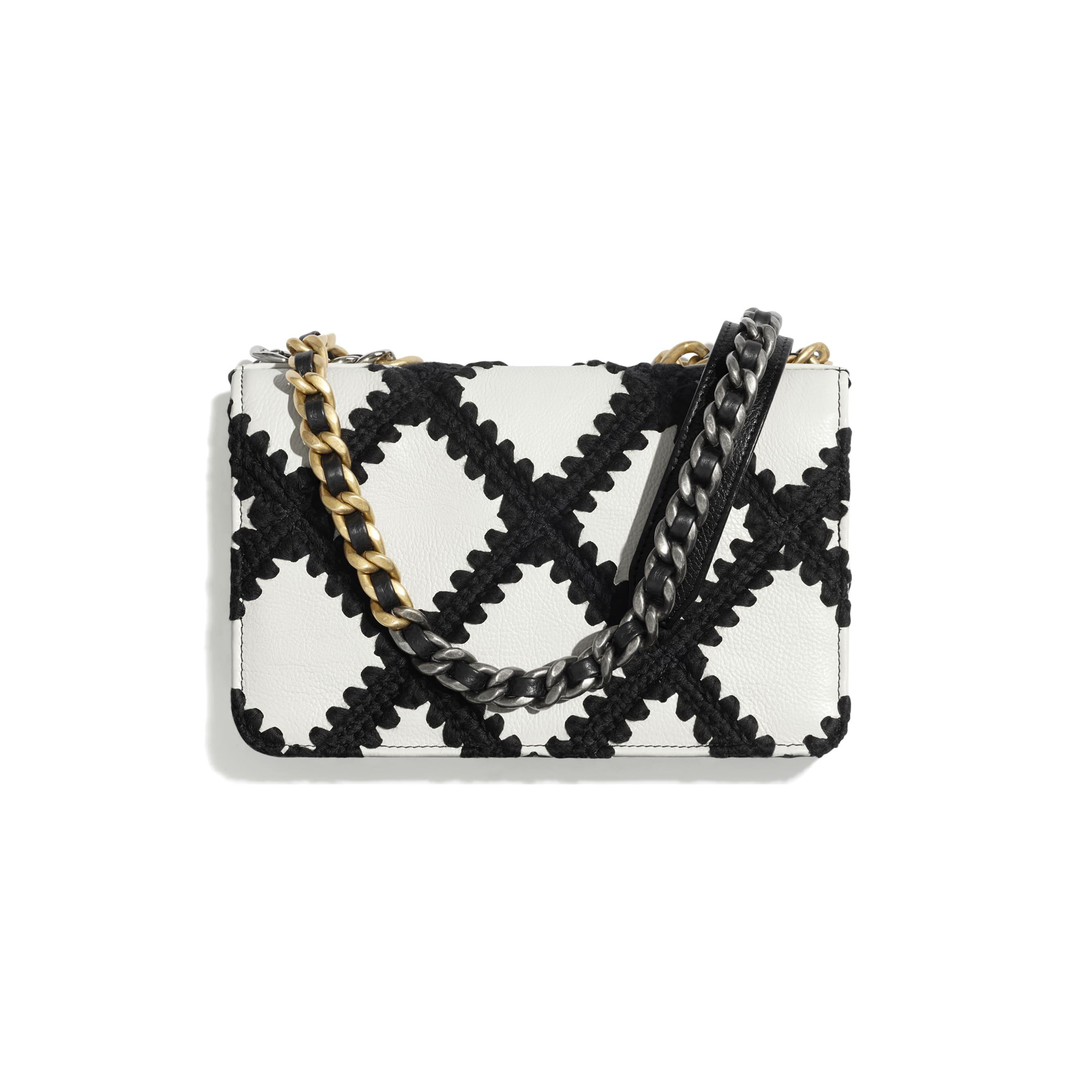 Carteira com corrente CHANEL 19 - White & Black - Calfskin, Crochet, Gold-Tone, Silver-Tone & Ruthenium-Finish Metal - CHANEL - Vista alternativa - ver a versão em tamanho standard