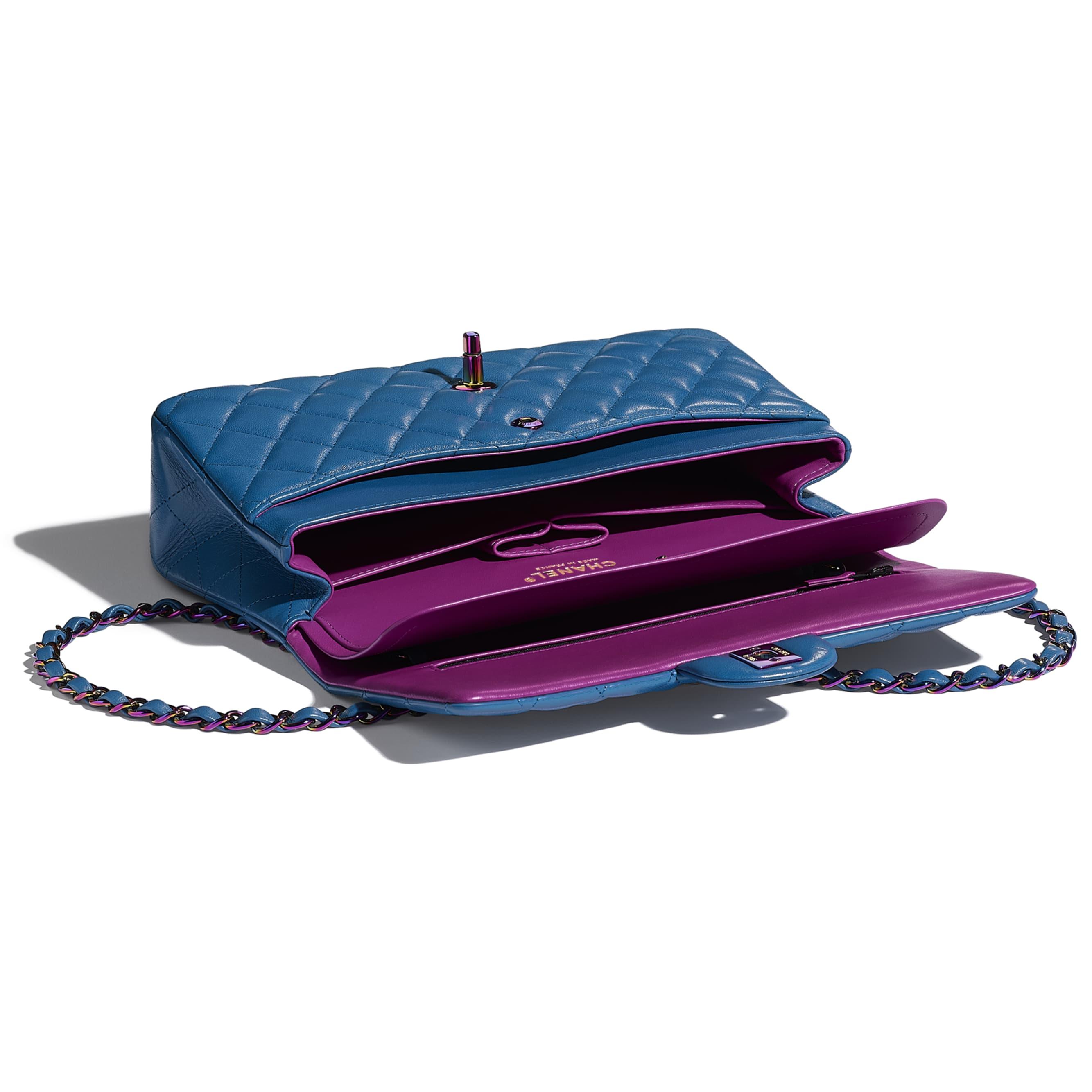 經典款手袋 - 藍色 - 小羊皮及幻彩色金屬 - CHANEL - 其他視圖 - 查看標準尺寸版本