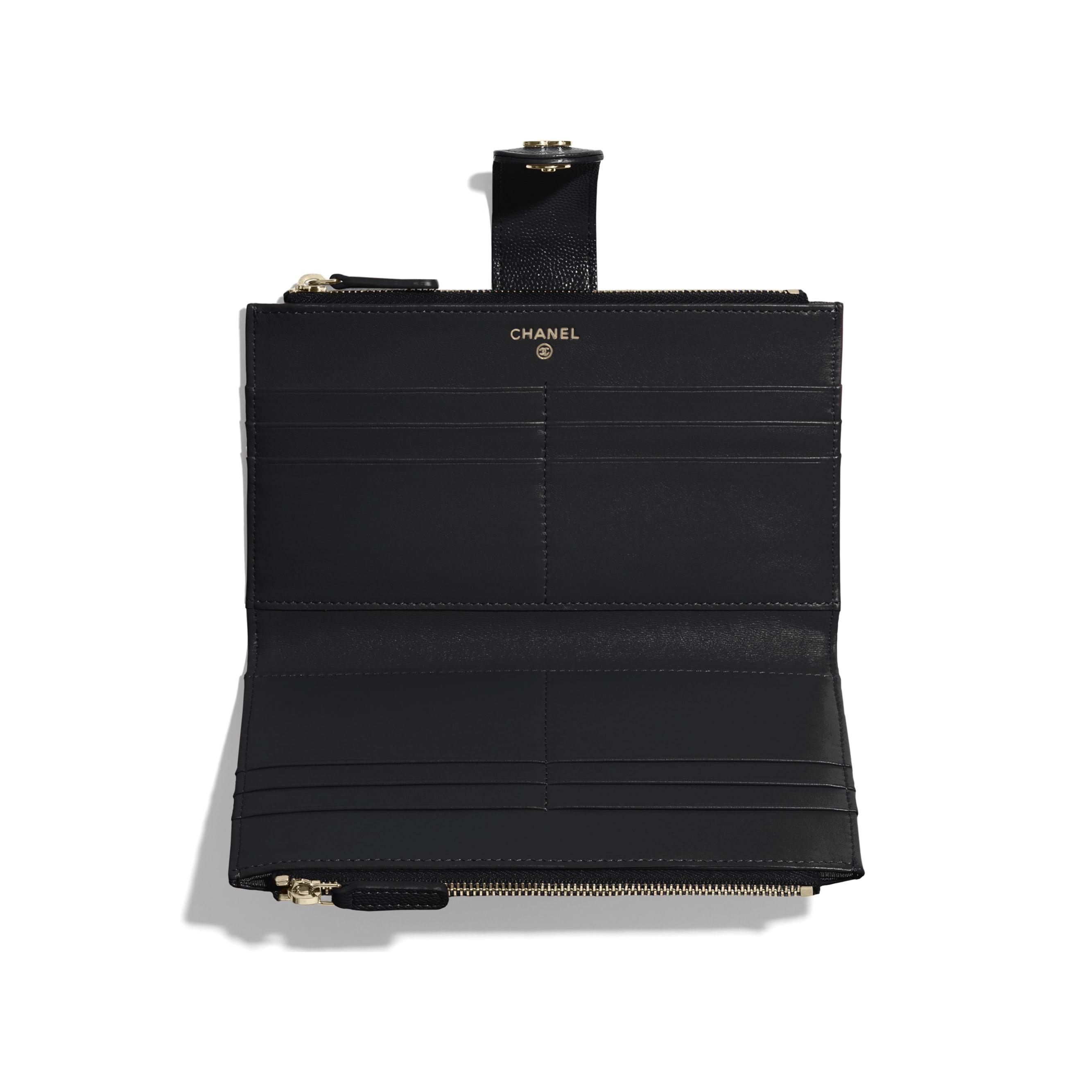 กระเป๋าสตางค์ตกแต่งซิปใบยาวทรงคลาสสิค - สีดำ - หนังลูกวัวแบบมีลายเคลือบเงา และโลหะสีทอง - CHANEL - มุมมองอื่น - ดูเวอร์ชันขนาดมาตรฐาน