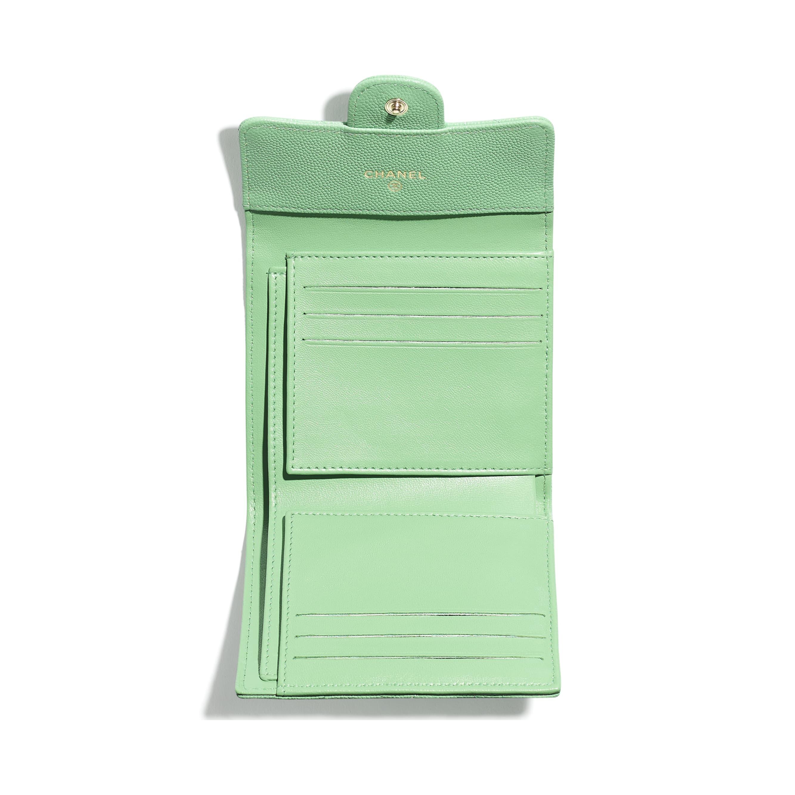 Portafoglio classico piccolo - Verde - Pelle martellata & metallo effetto dorato - CHANEL - Immagine diversa - vedere versione standard