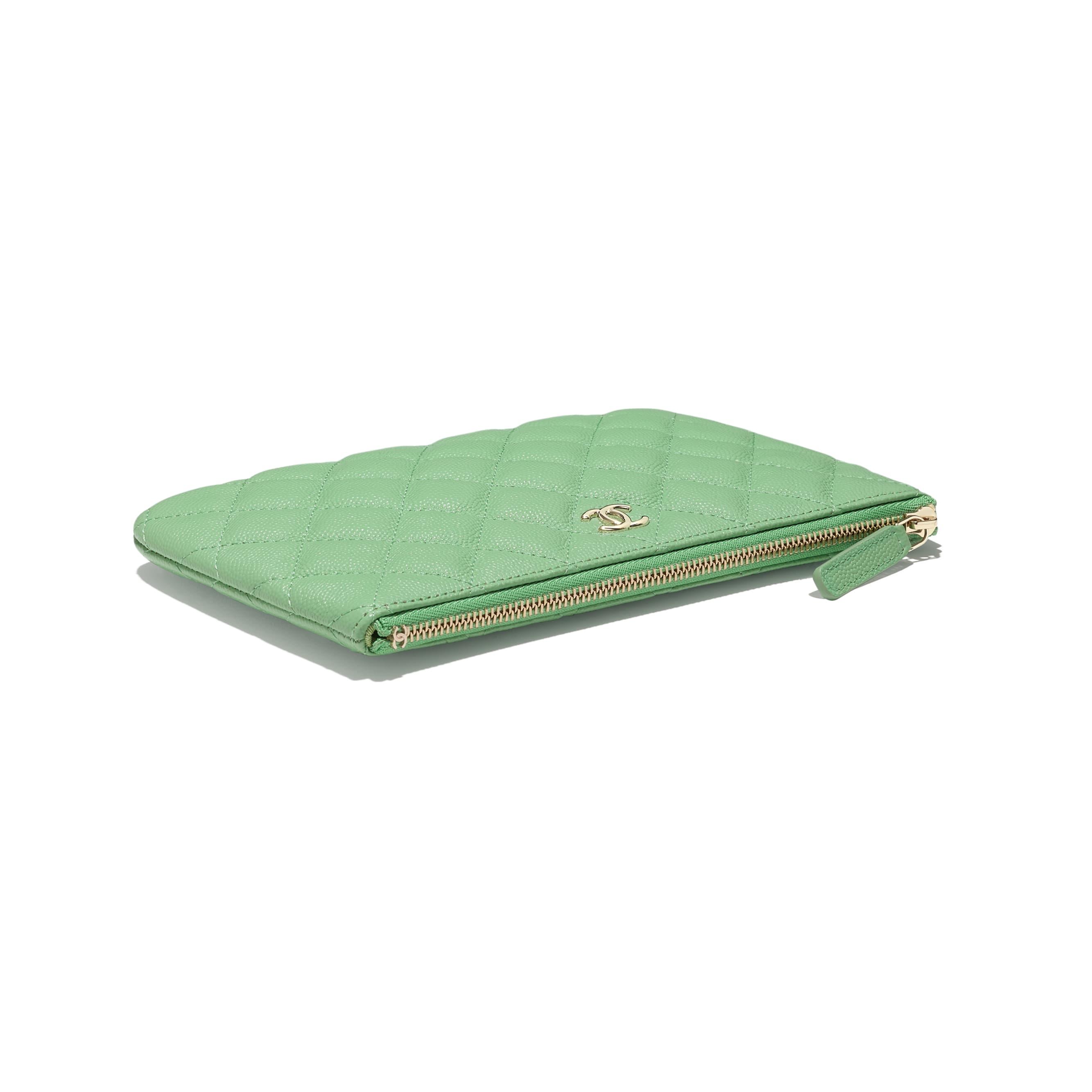 Pochete pequena clássica - Verde - Couro De Novilho Granulado & Metal Dourado - CHANEL - Vista extra - ver a versão em tamanho standard