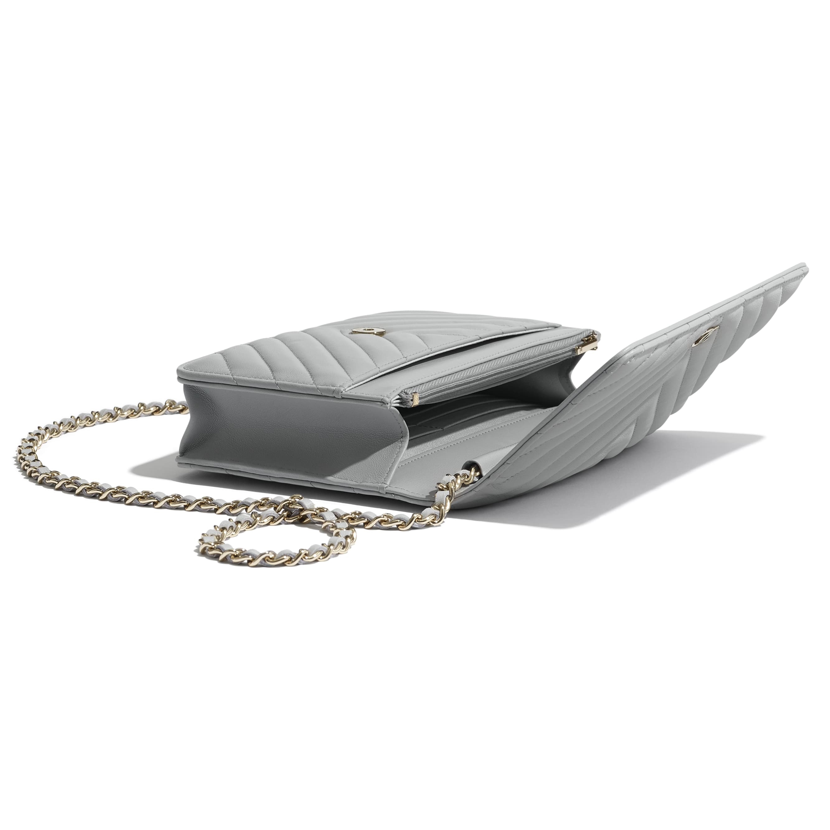 Classic Wallet On Chain - Light Grey - Lambskin - CHANEL - Extra view - see standard sized version