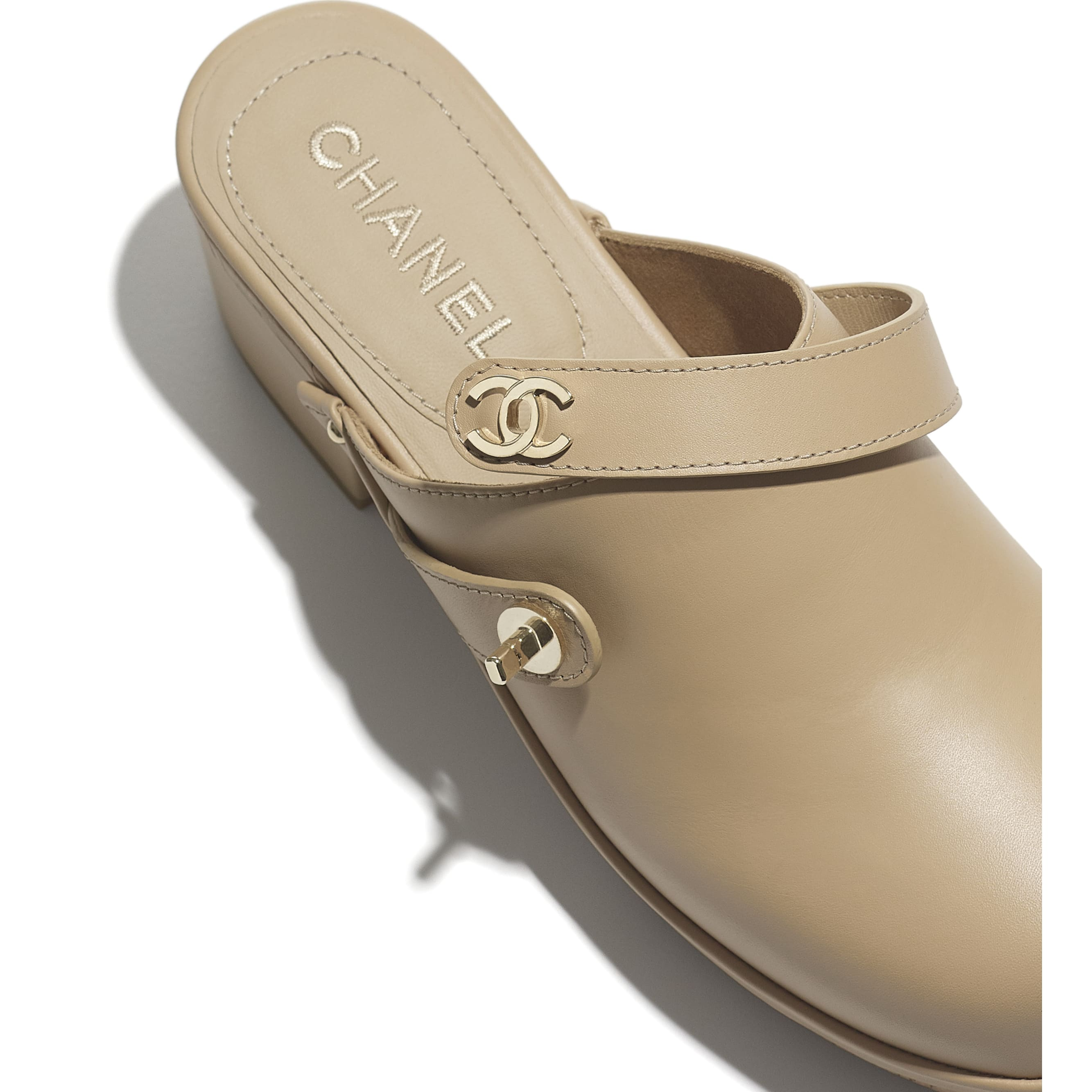 Clogs - Beige - Calfskin - CHANEL - Extra view - see standard sized version