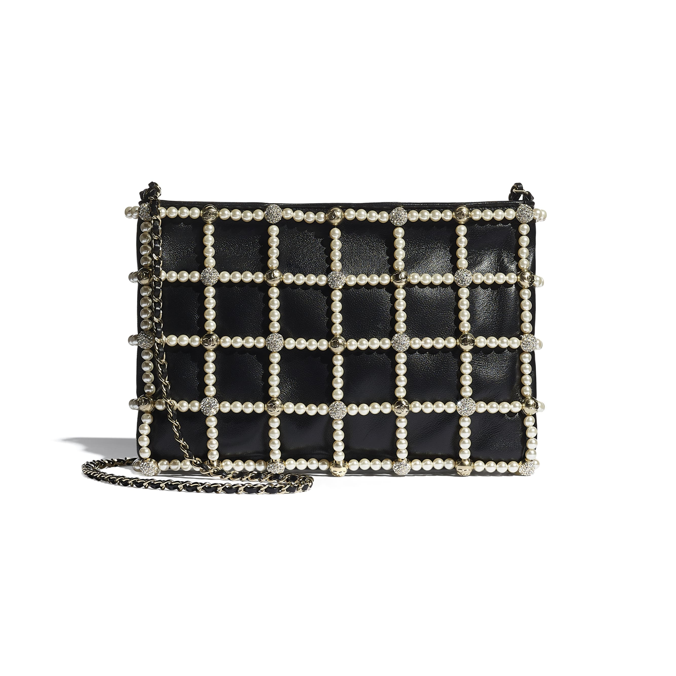 Clutch - Black - Lambskin, Calfskin, Glass Pearls, Strass & Gold-Tone Metal - CHANEL - Vista alternativa - ver a versão em tamanho standard