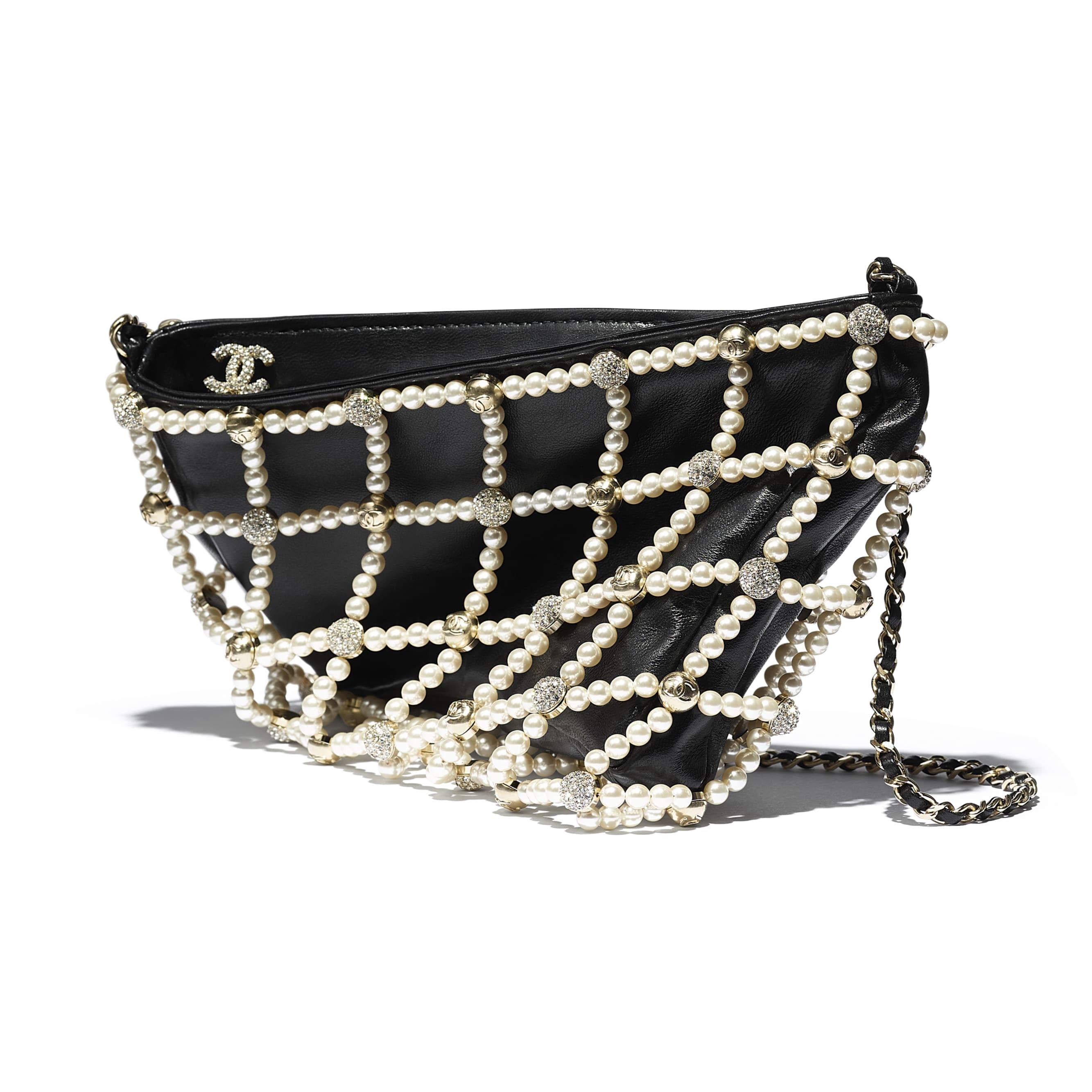Pochette - Nero - Pelle di agnello, pelle, perle in pasta di vetro, strass & metallo effetto dorato - CHANEL - Immagine extra - vedere versione standard