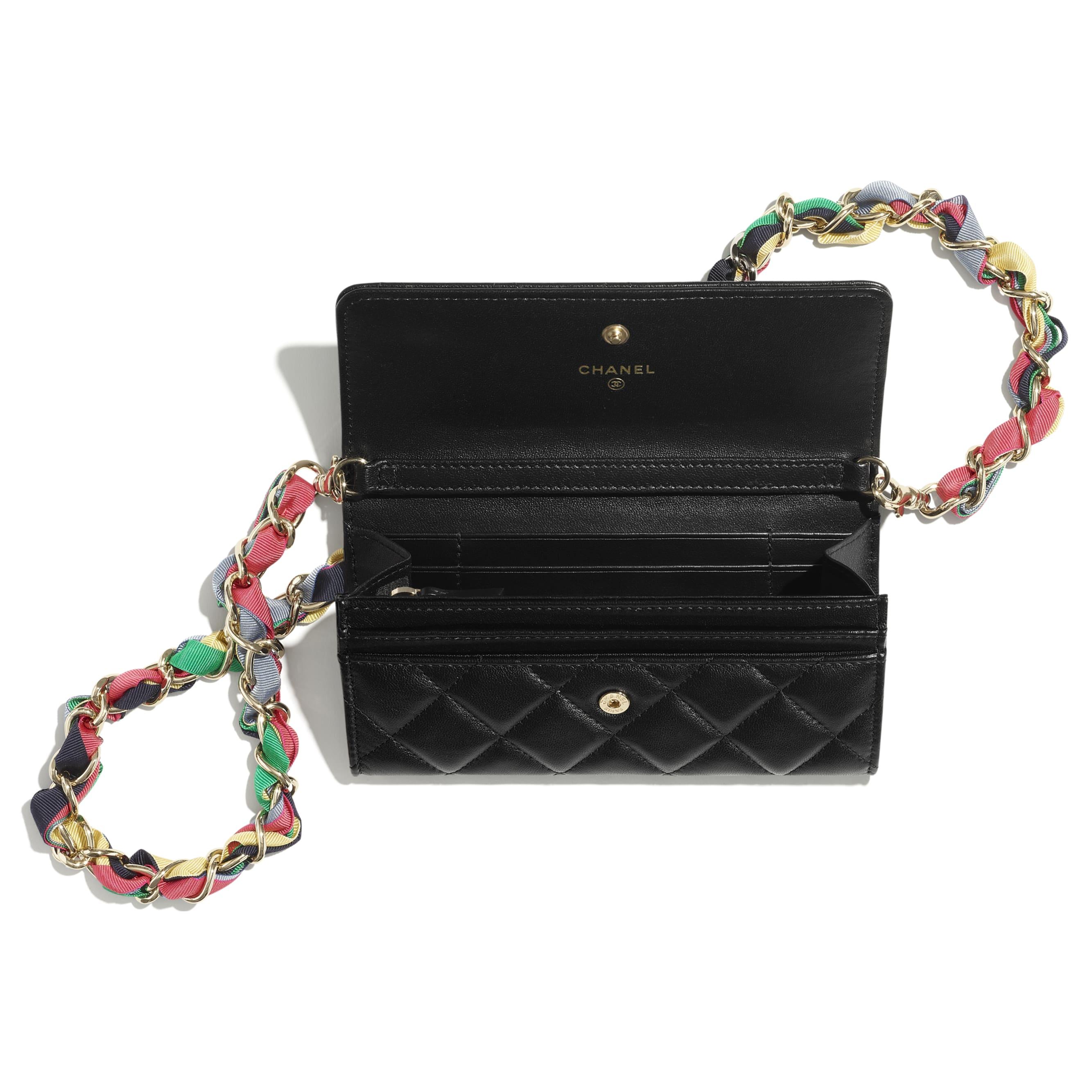 Pochette avec chaîne - Noir - Agneau brillant, ruban & métal doré - CHANEL - Vue alternative - voir la version taille standard