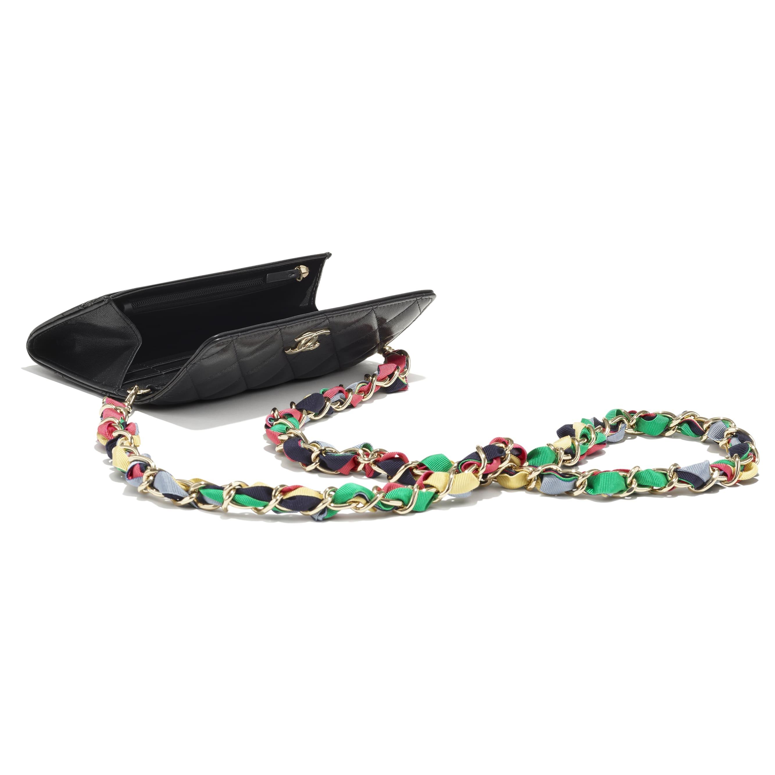 Pochette avec chaîne - Noir - Agneau brillant, ruban & métal doré - CHANEL - Autre vue - voir la version taille standard