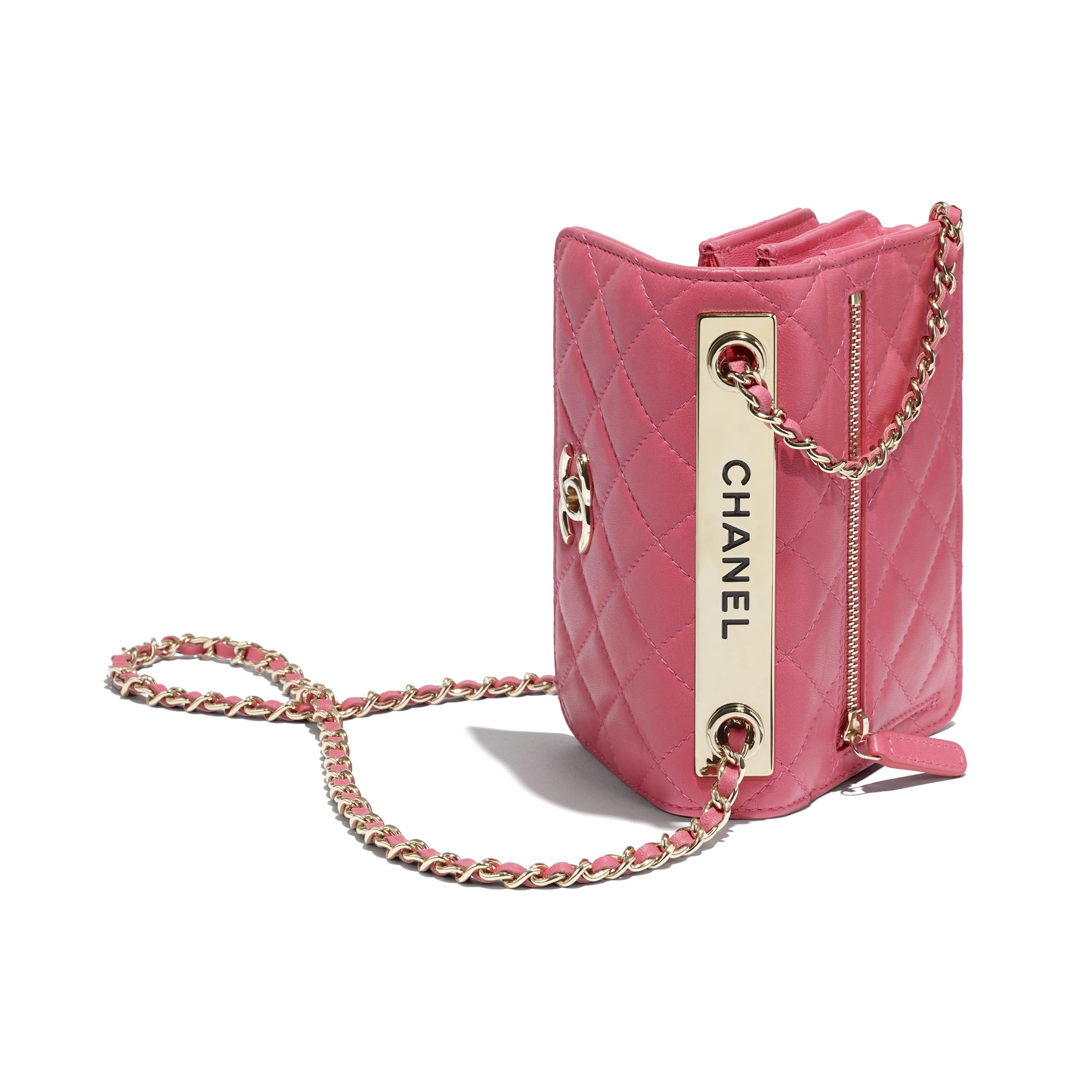 Bolso de mano con cadena - Rosa - Piel de cordero y metal dorado - CHANEL - Vista adicional - ver la versión tamaño estándar
