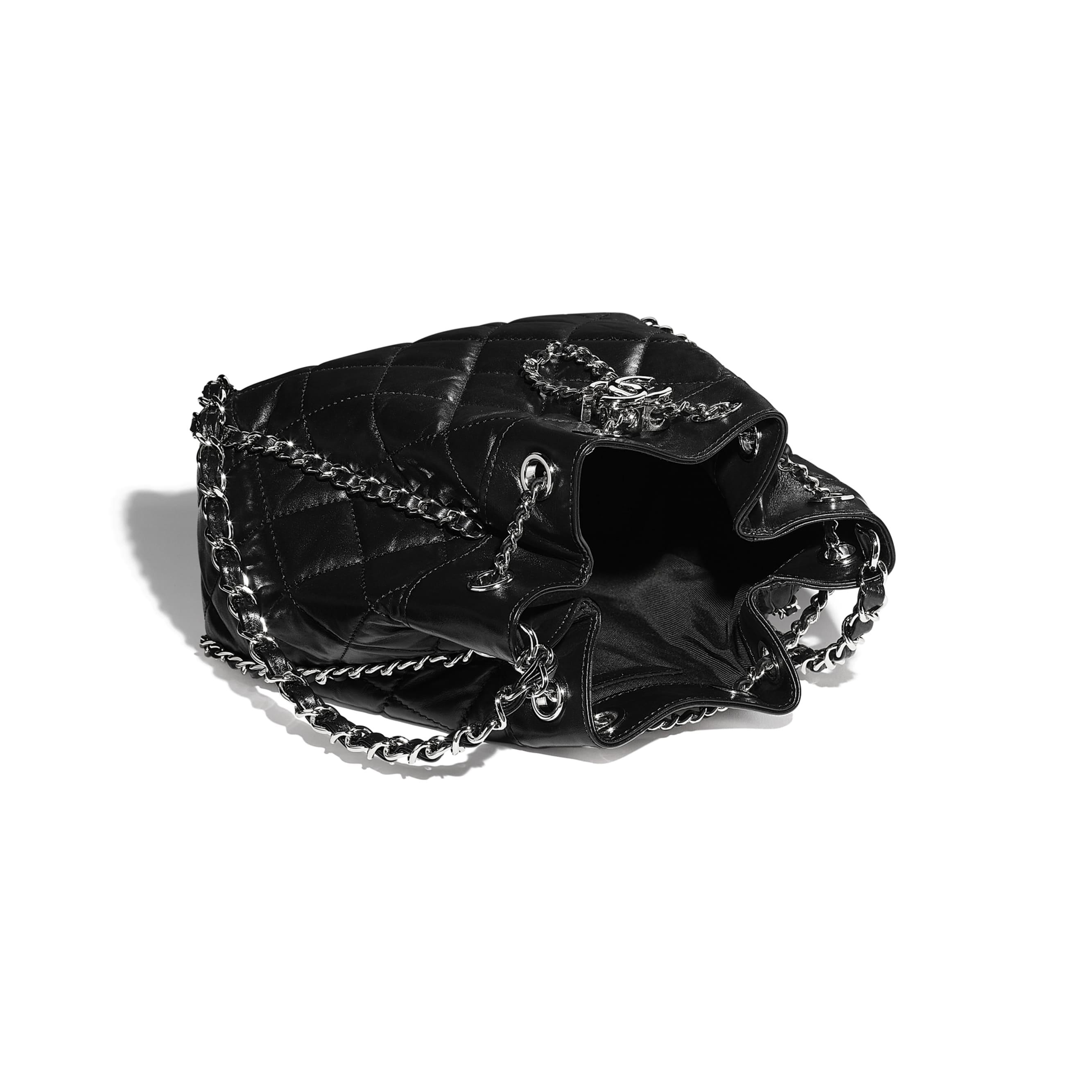 Torebka ściągana - Kolor czarny - Postarzana skóra cielęca i metal w tonacji srebrnej  - CHANEL - Inny widok – zobacz w standardowym rozmiarze