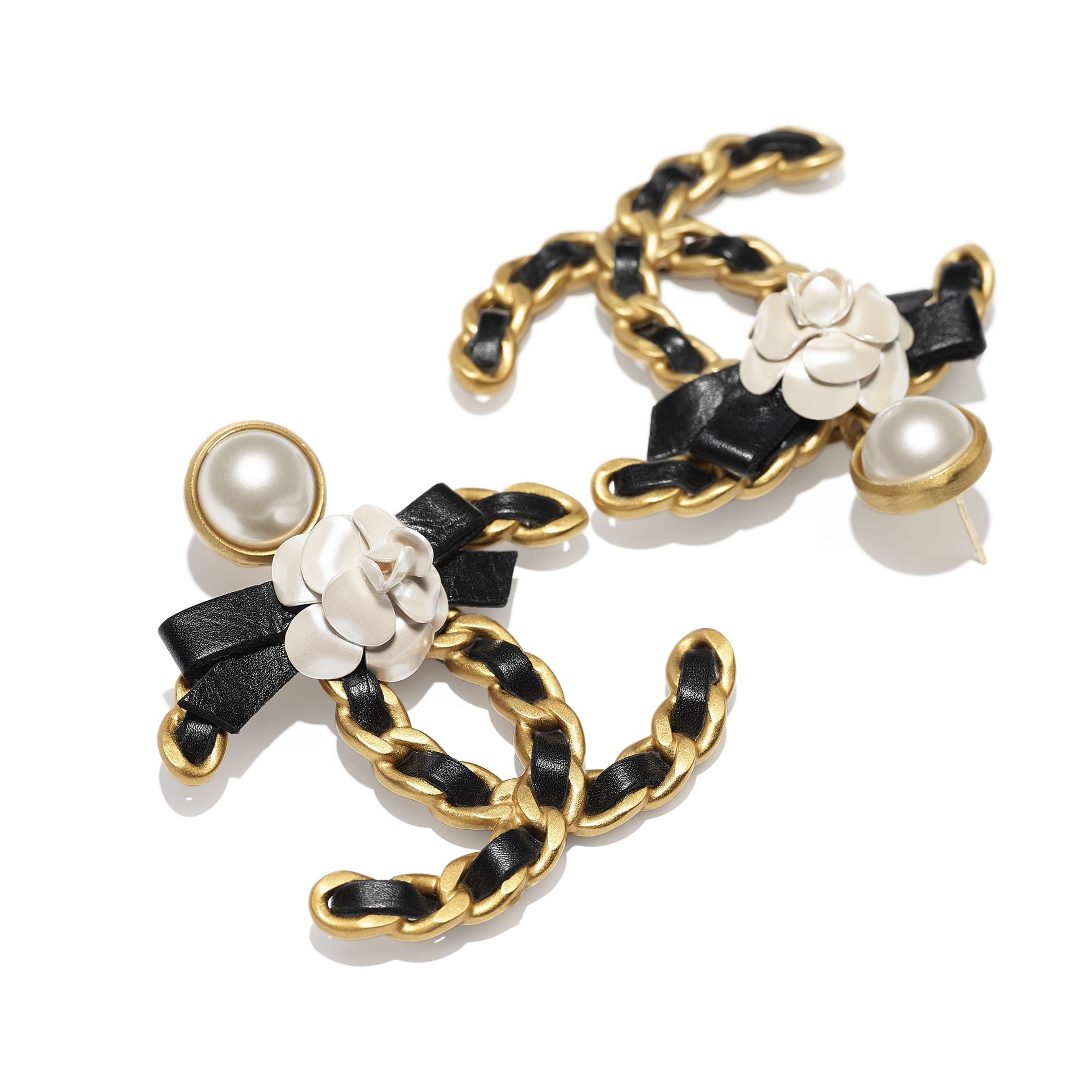 Pendientes - Dorado, blanco nacarado y negro - Metal, perlas de cristal y piel de ternera - CHANEL - Vista alternativa - ver la versión tamaño estándar
