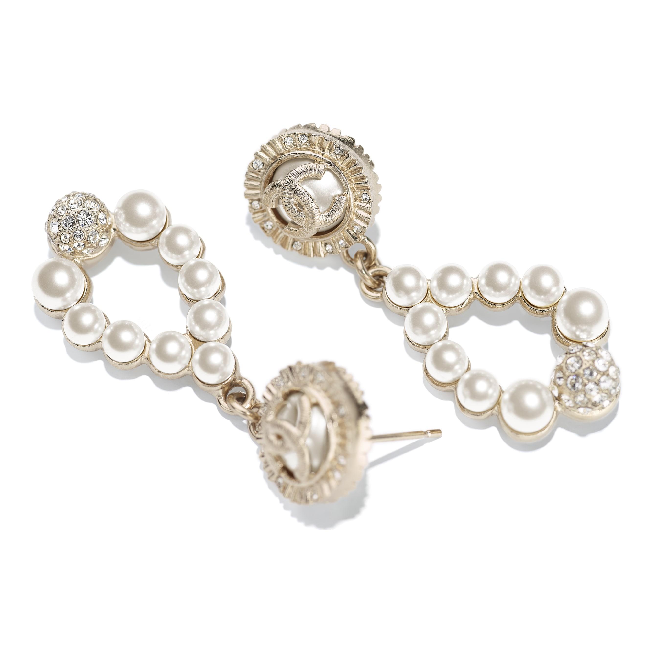 Brincos - Gold, Pearly White & Crystal - Metal, Glass Pearls & Strass - CHANEL - Vista alternativa - ver a versão em tamanho standard