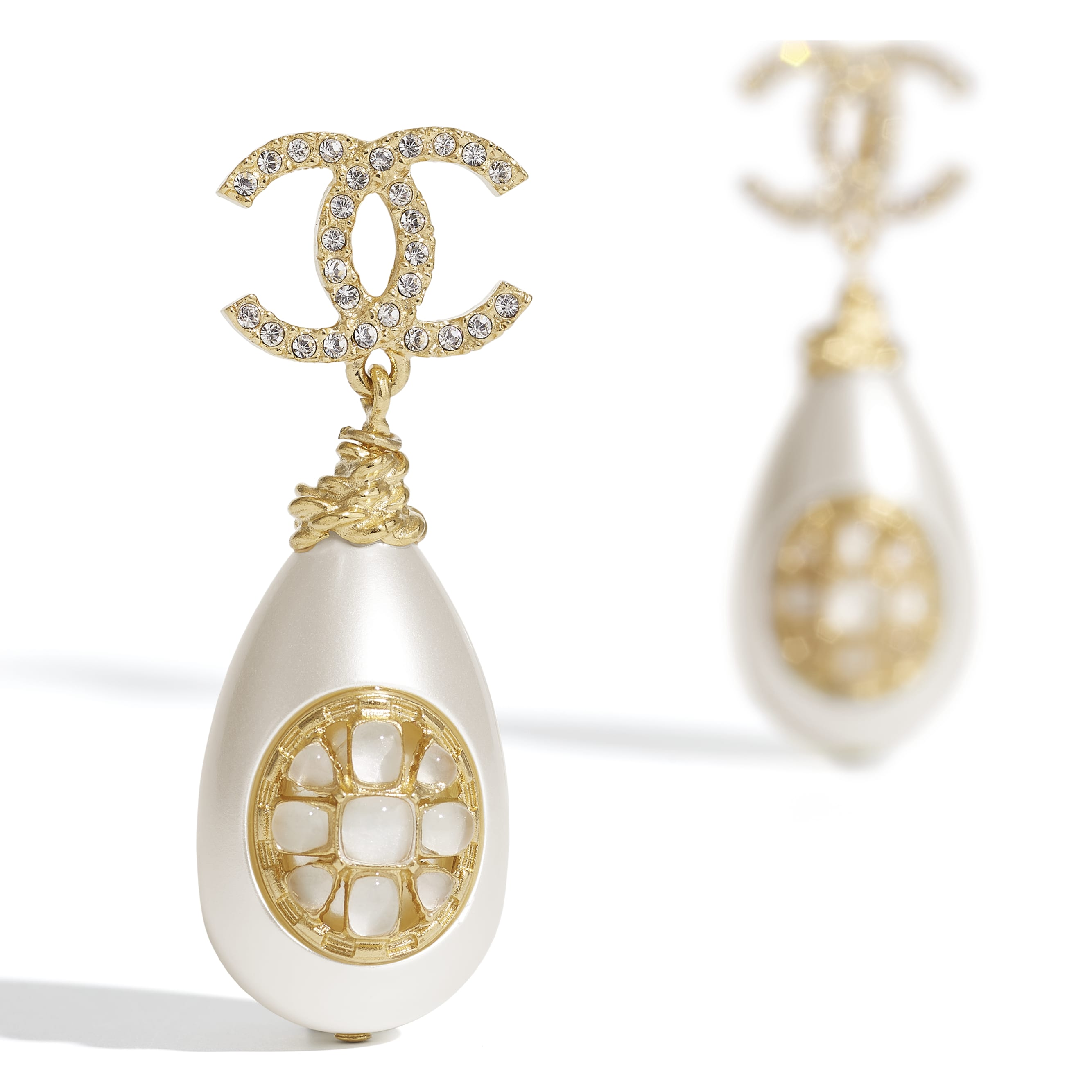 Earrings - Gold, Pearly White & Crystal - Metal, imitation pearls, diamanté  & resin - CHANEL - Alternative view - see standard sized version