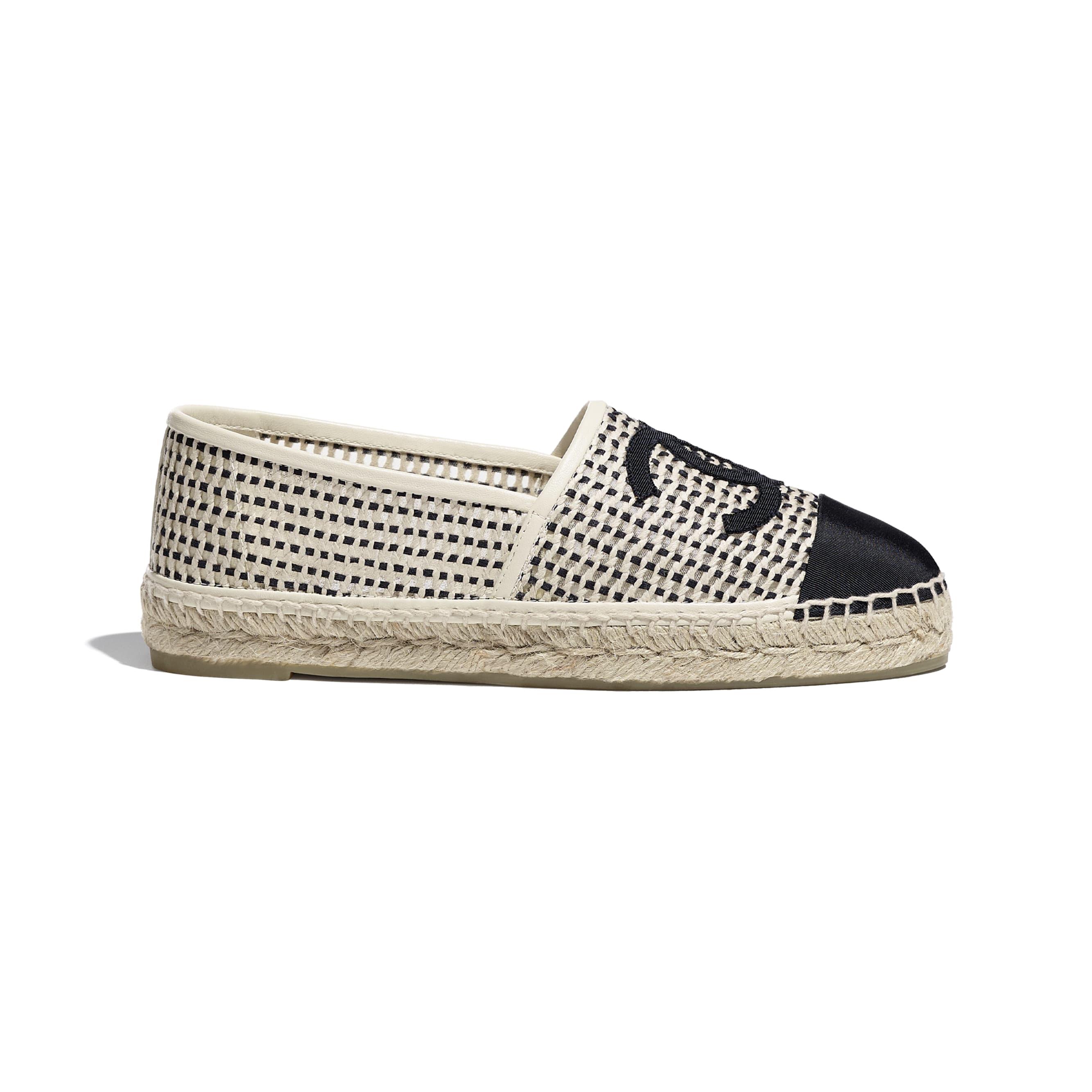 รองเท้าเอสพาดริลล์ - สีเบจและสีดำ - ผ้าตาข่ายและผ้าโกรเกรน - CHANEL - มุมมองปัจจุบัน - ดูเวอร์ชันขนาดมาตรฐาน