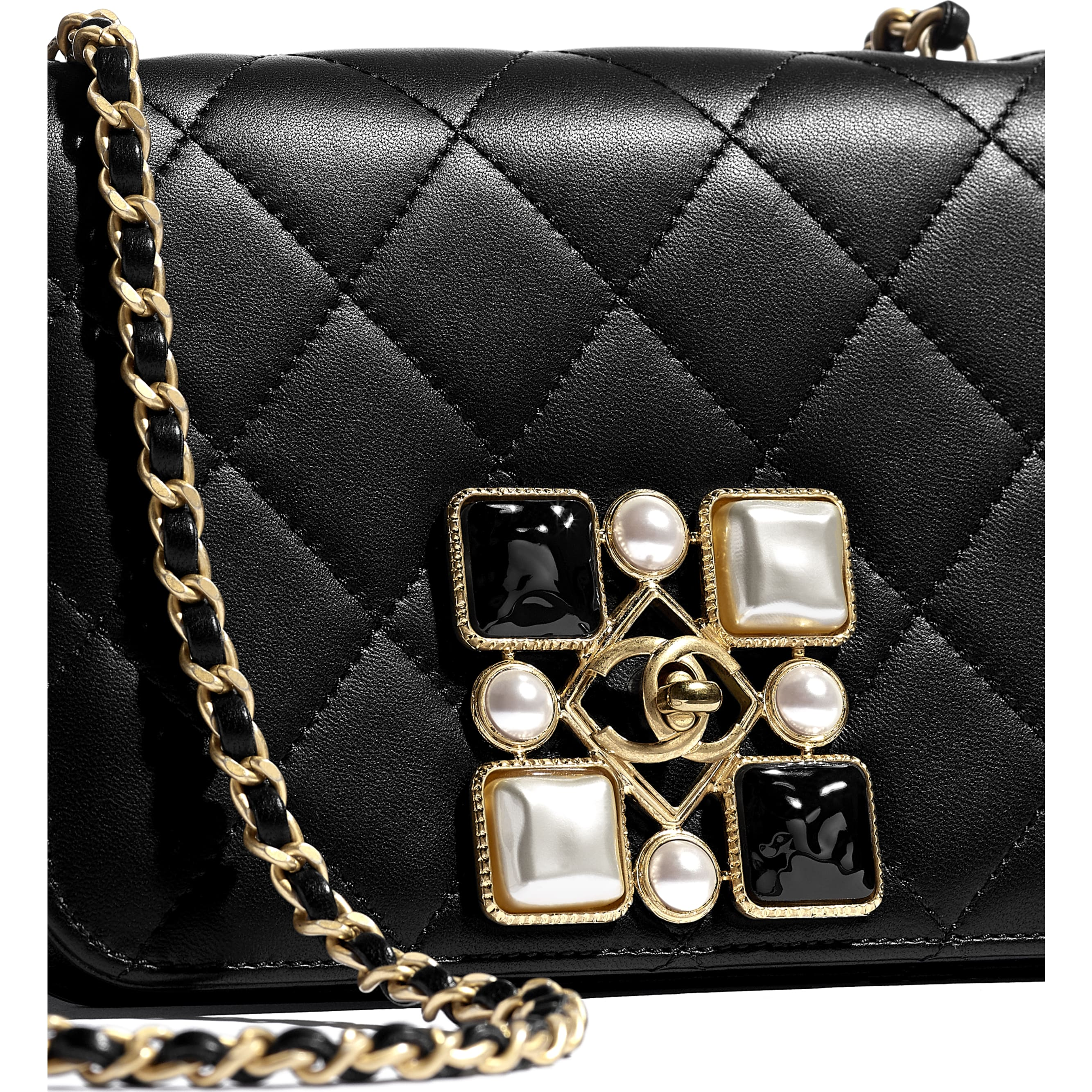 Bolsa - Black & White - Calfskin, Crystal Pearls, Resin & Gold-Tone Metal - CHANEL - Vista extra - ver a versão em tamanho standard