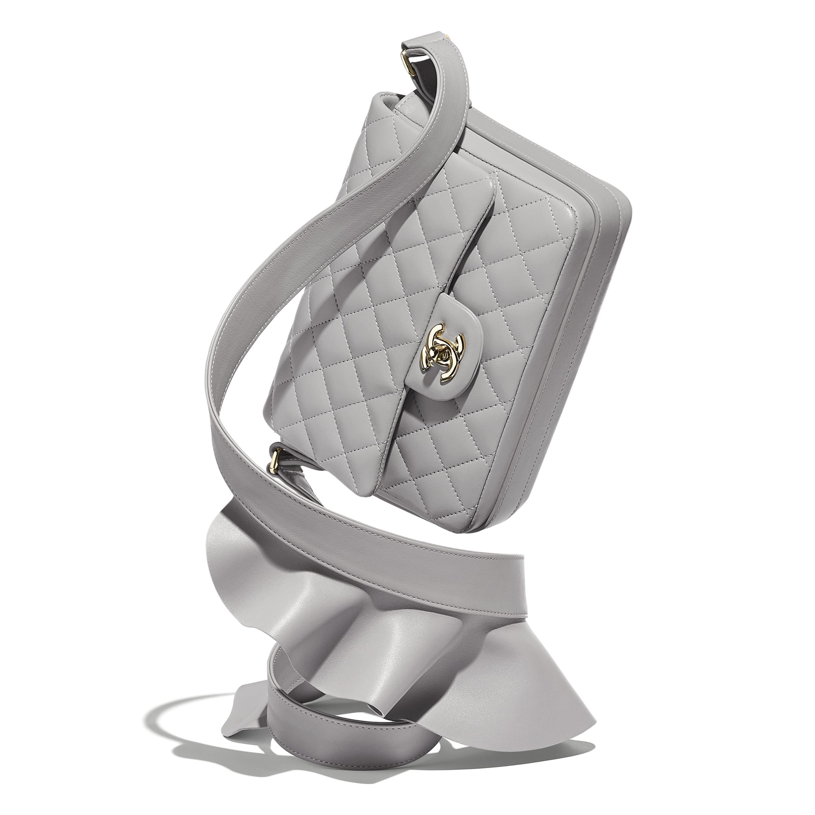 Сумка-конверт - Светло-серый - Кожа ягненка и теленка, золотистый металл - Дополнительное изображение - посмотреть изображение стандартного размера