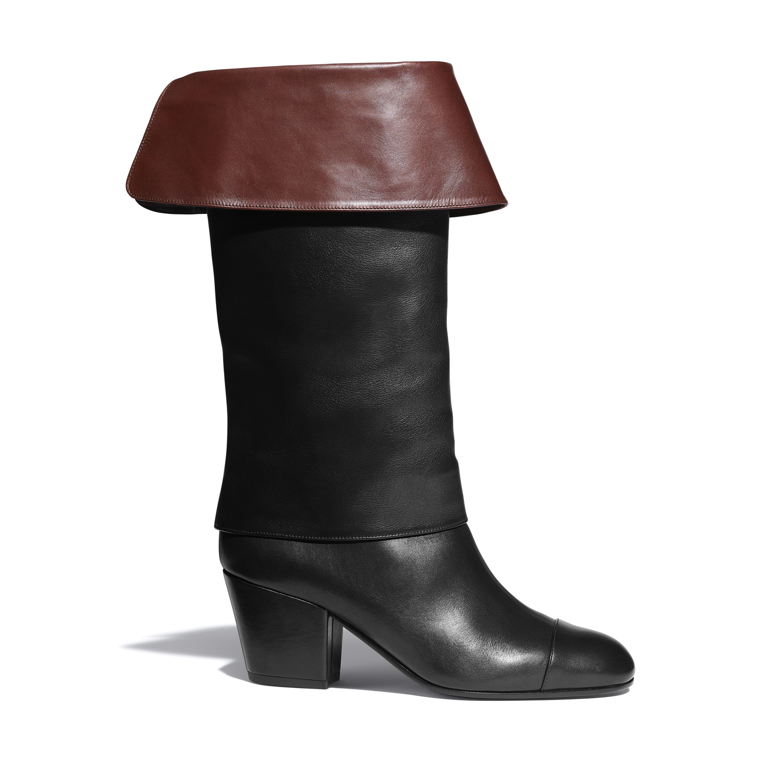 Сапоги - Черный и коричневый - Кожа теленка - CHANEL - Вид по умолчанию - посмотреть изображение стандартного размера