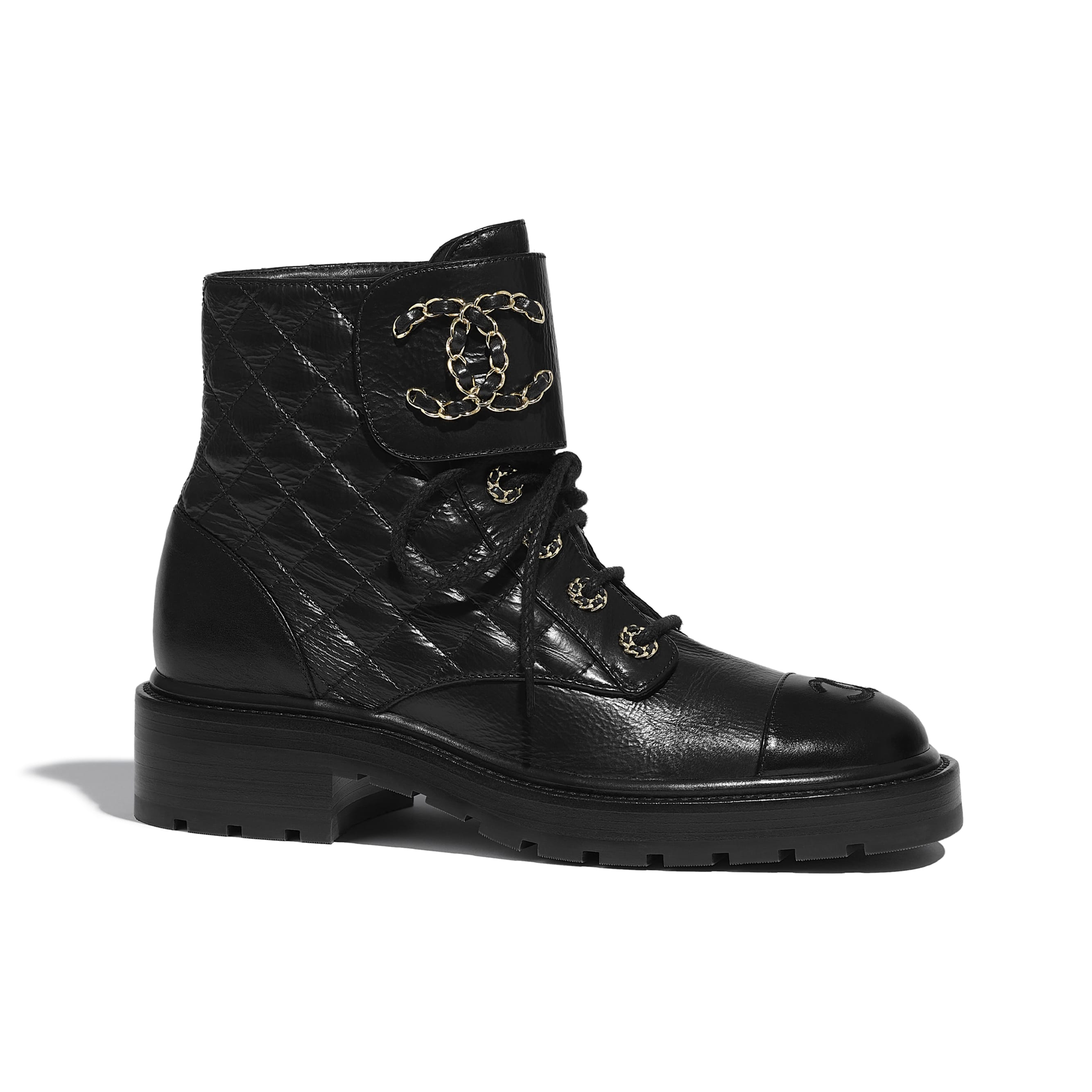 Ботинки на шнуровке - Черный - Блестящая кожа козы и кожа теленка - CHANEL - Вид по умолчанию - посмотреть изображение стандартного размера