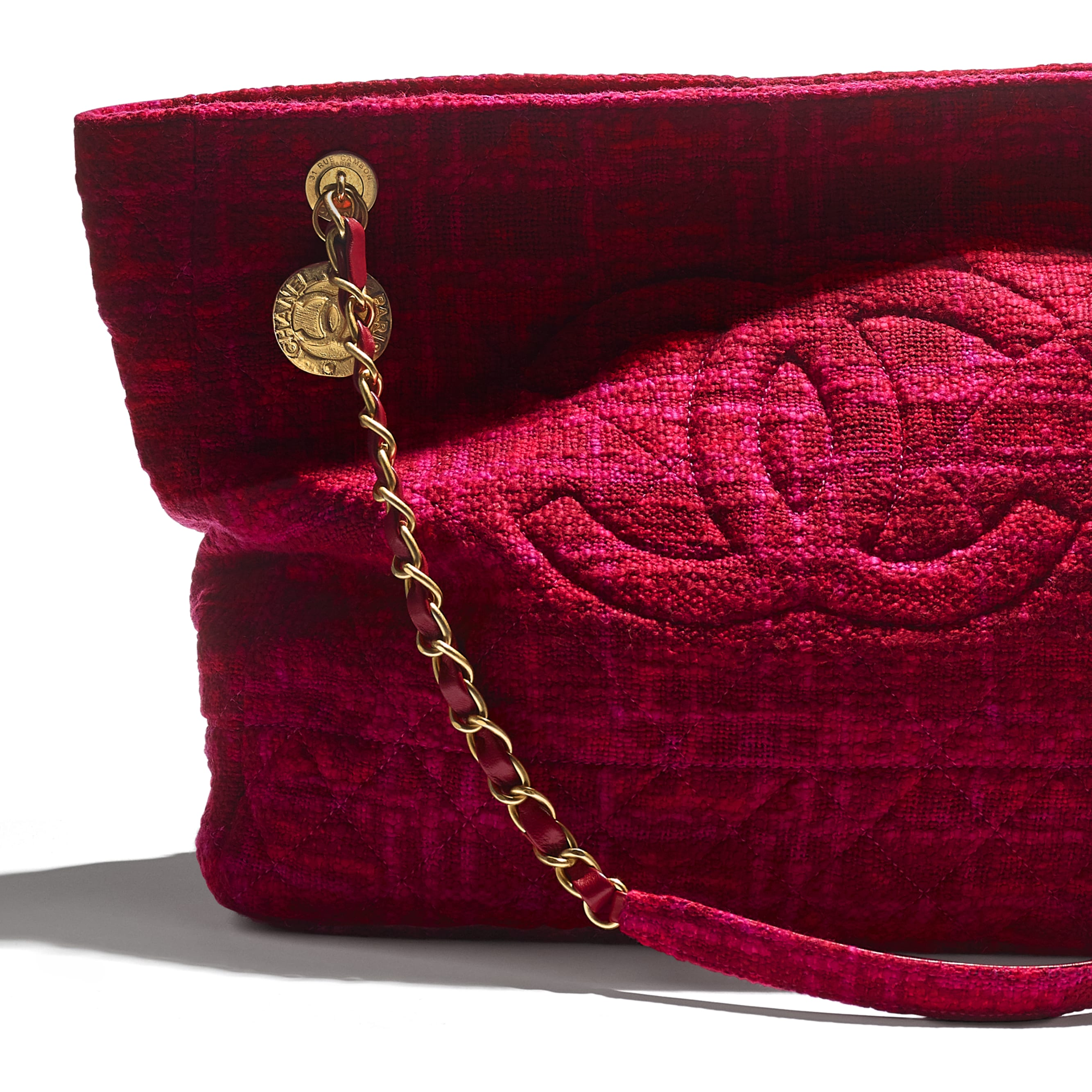 Large Shopping Bag - Fuchsia & Red - Cotton Tweed & Gold-Tone Metal - CHANEL - Extra view - see standard sized version
