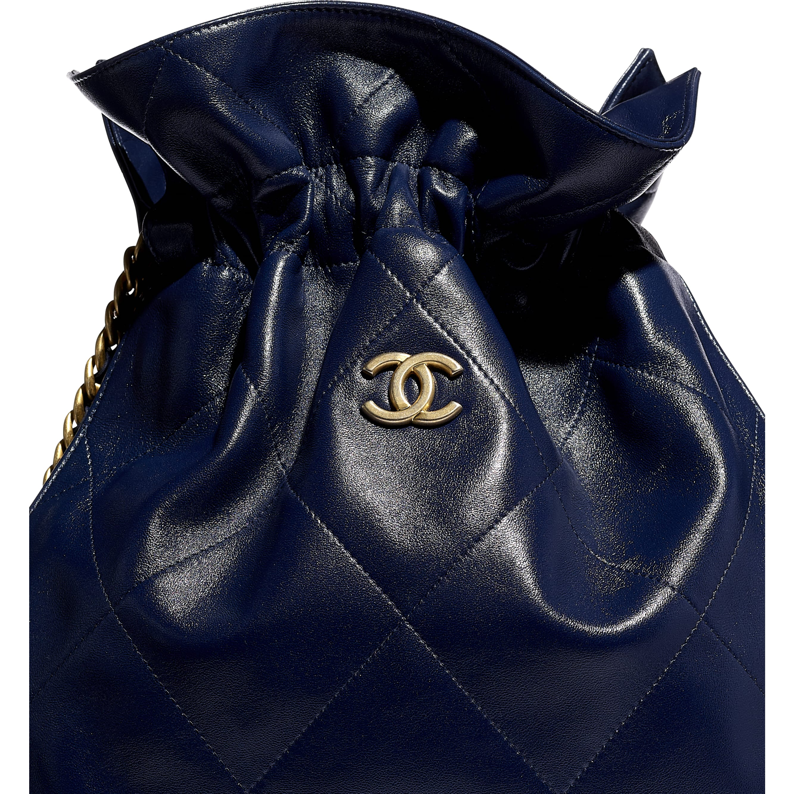 Large Tote - Navy Blue - Shiny Lambskin & Gold-Tone Metal - CHANEL - Extra view - see standard sized version