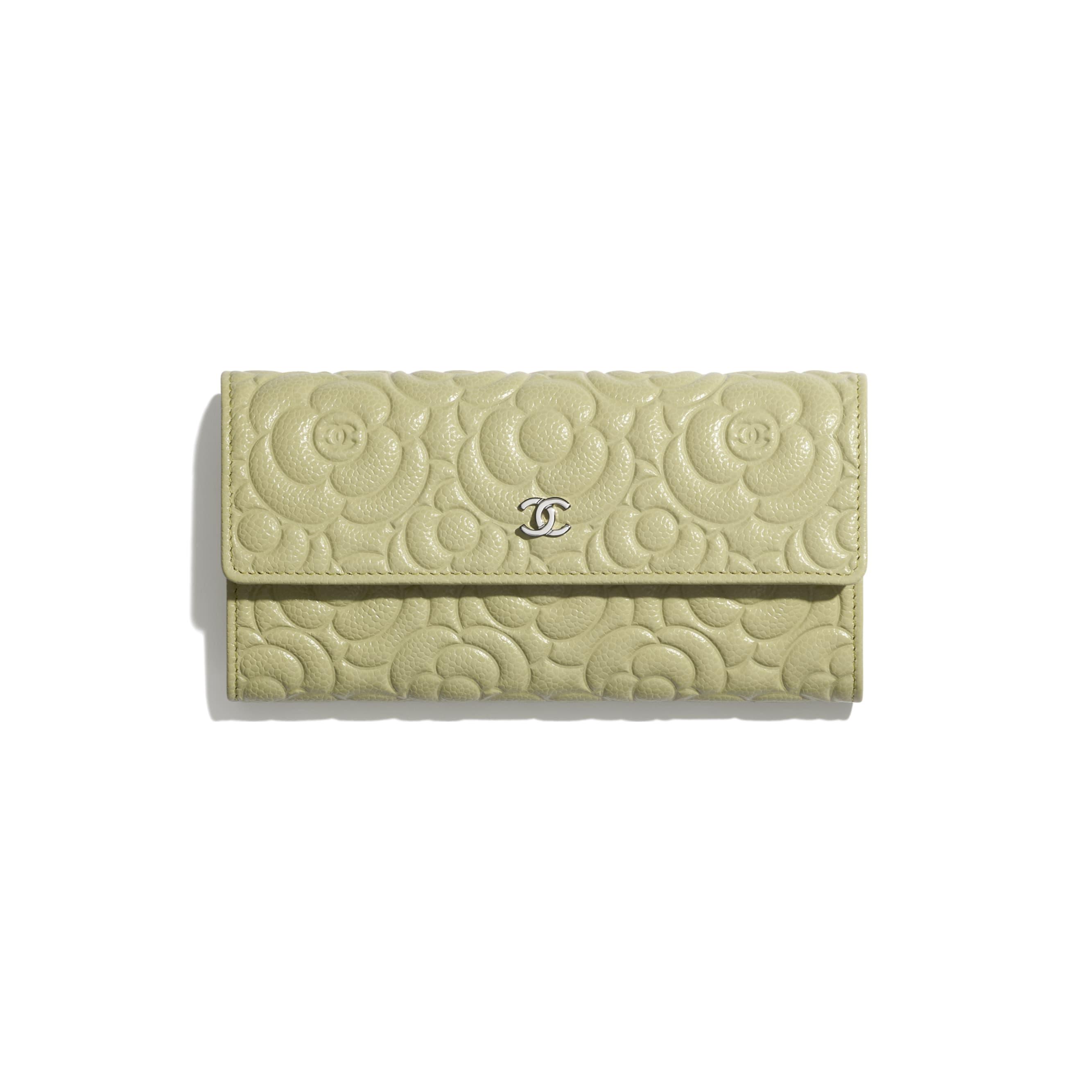 Long portefeuille à rabat - Vert - Veau grainé & métal argenté - CHANEL - Vue par défaut - voir la version taille standard