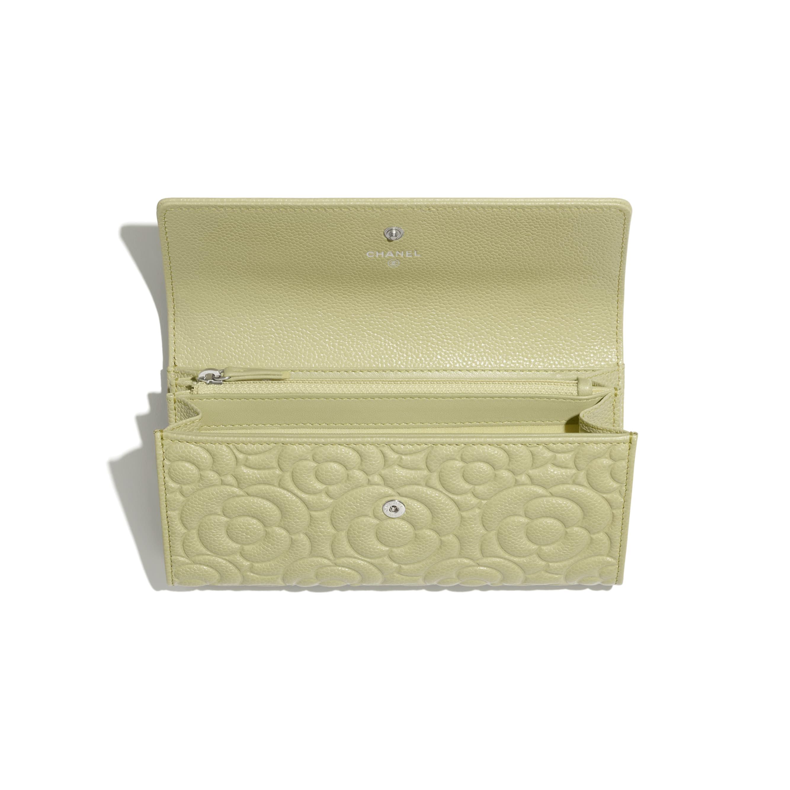 Long portefeuille à rabat - Vert - Veau grainé & métal argenté - CHANEL - Autre vue - voir la version taille standard