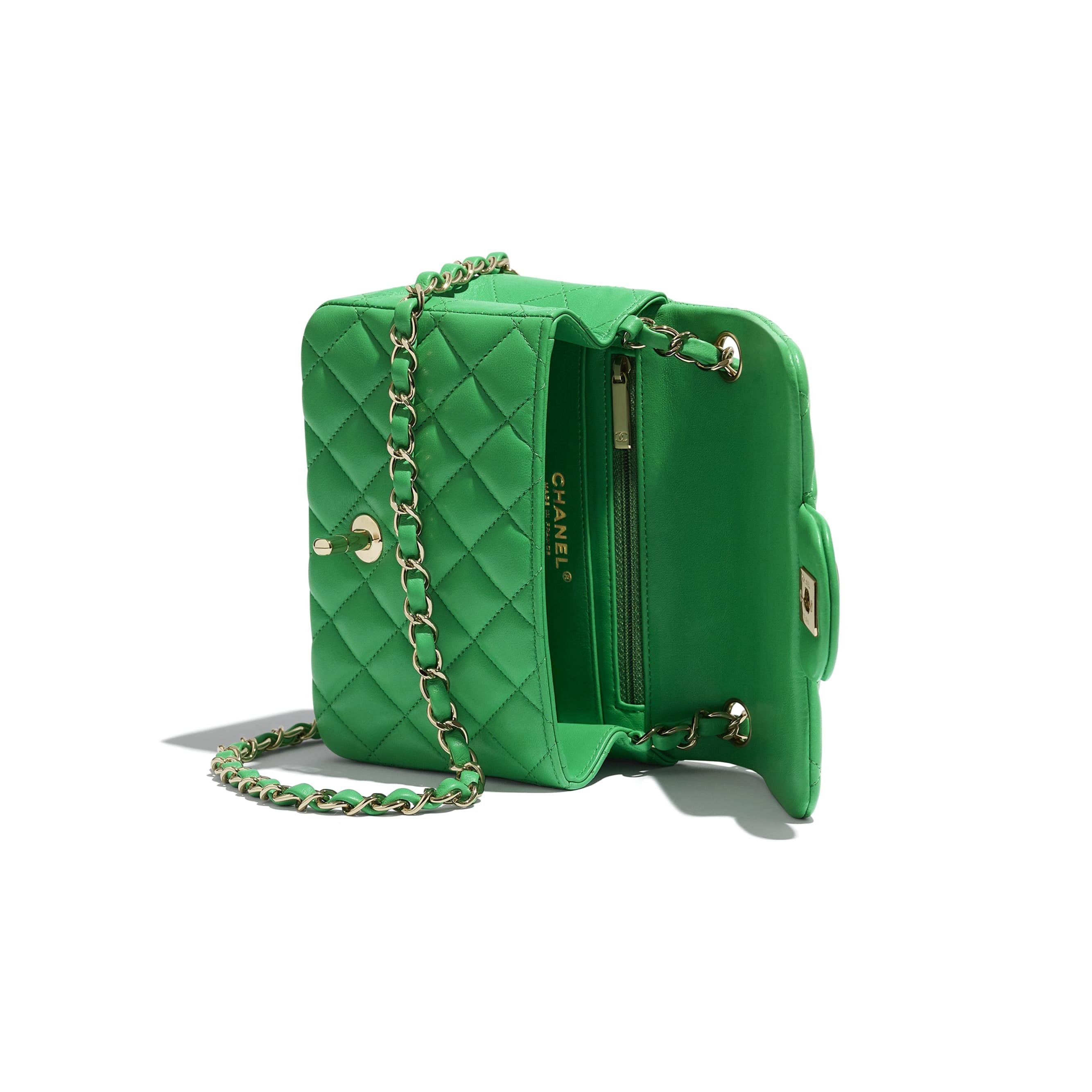 Torebka z klapką wersja mini - Kolor zielony - Skóra jagnięca i metal w tonacji złotej - CHANEL - Inny widok – zobacz w standardowym rozmiarze