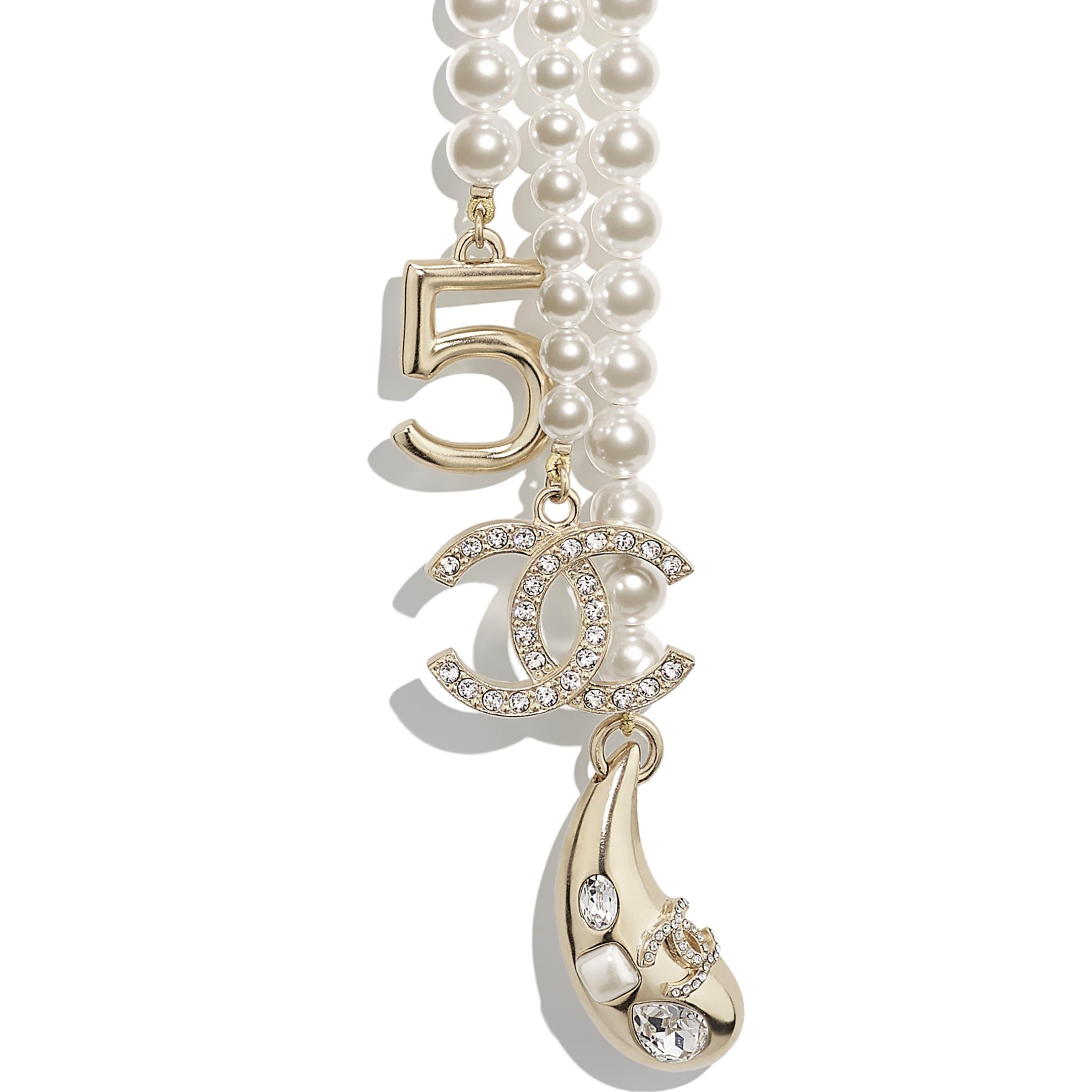 Naszyjnik - Kolor złoty, perłowobiały i krystaliczny - Metal, szklane perły, szkło i stras - CHANEL - Inny widok – zobacz w standardowym rozmiarze