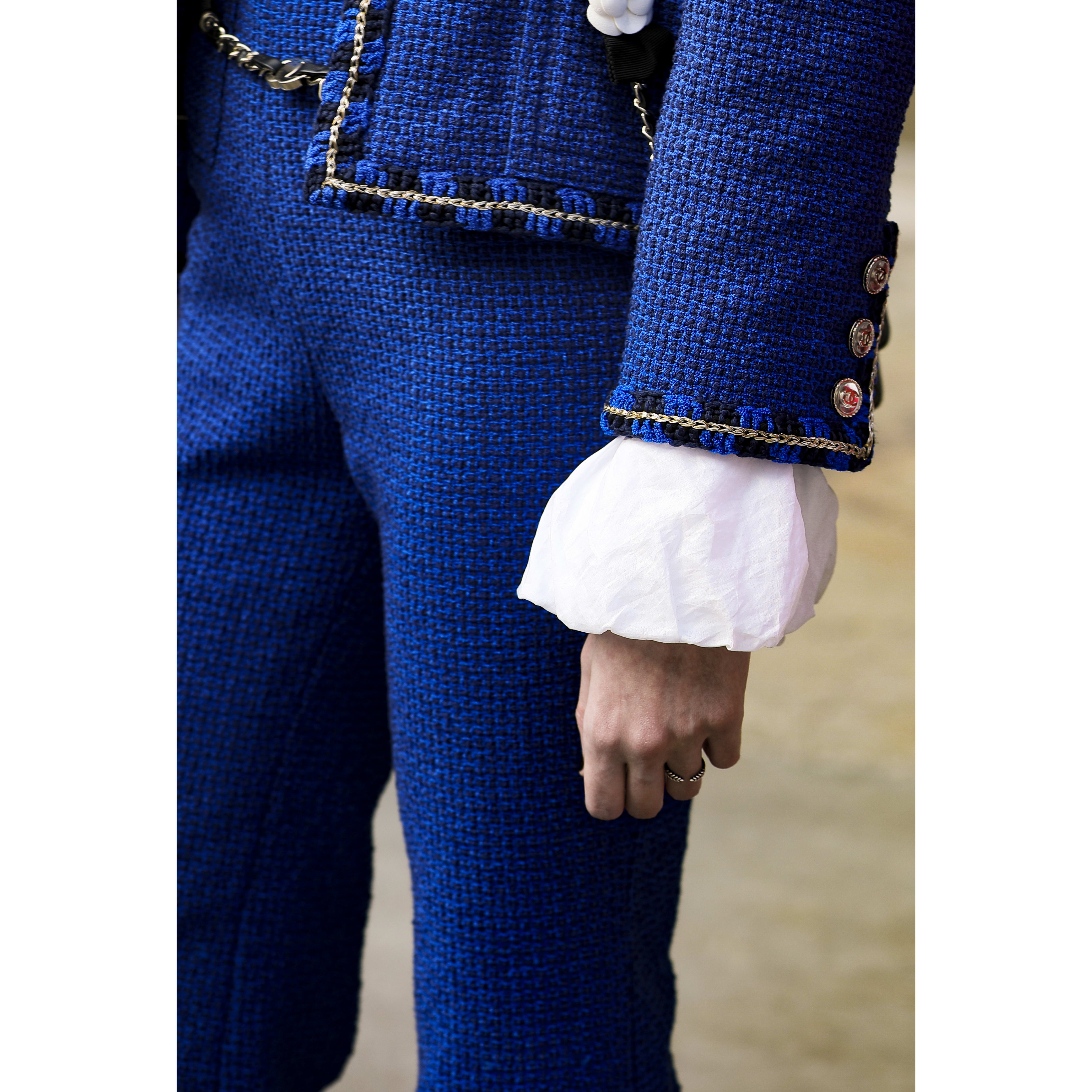 Trousers - Blue & Navy Blue - Cotton Tweed - CHANEL - Alternative view - see standard sized version