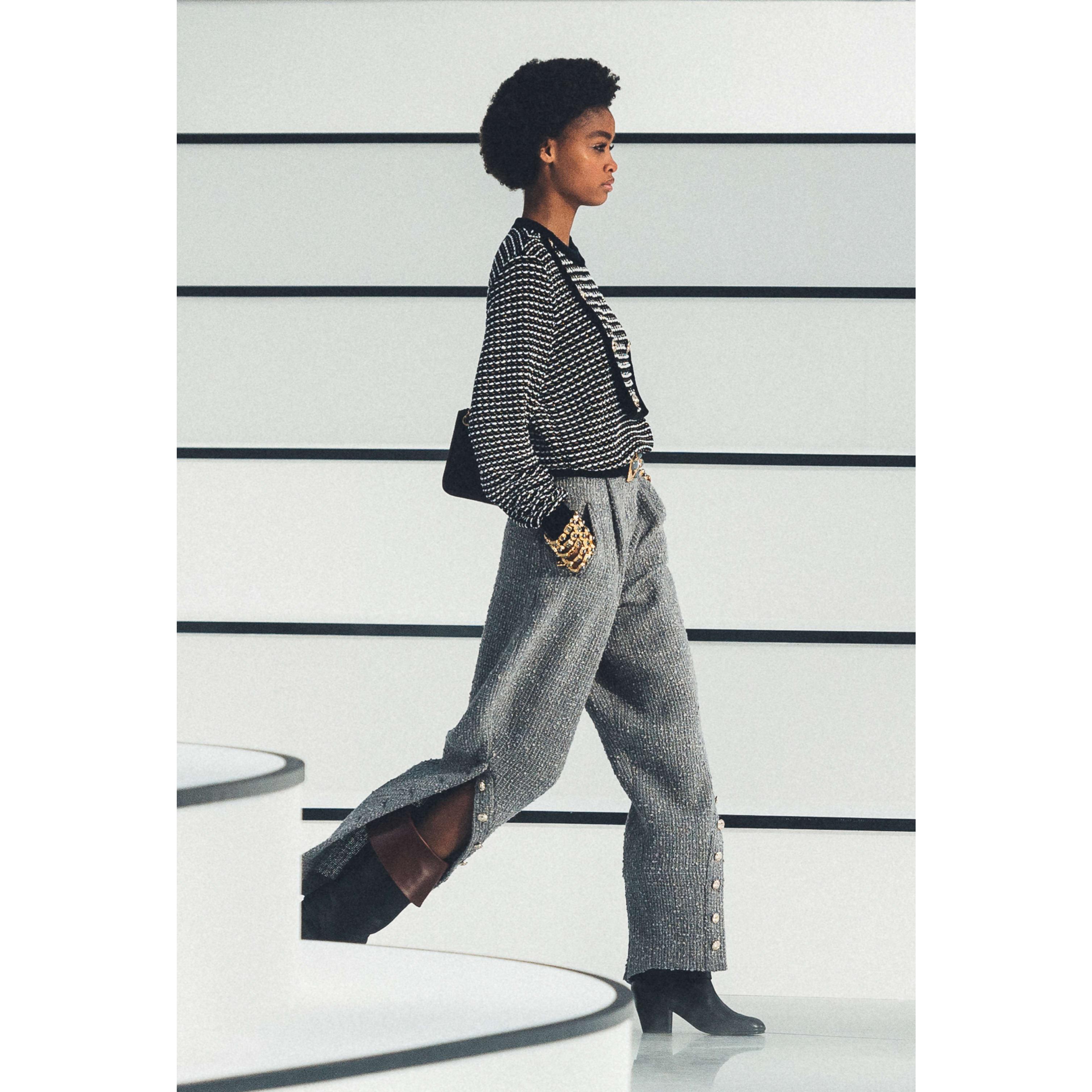 กางเกงขายาว - สีเทา - ผ้าวูลทวีต - CHANEL - มุมมองปัจจุบัน - ดูเวอร์ชันขนาดมาตรฐาน