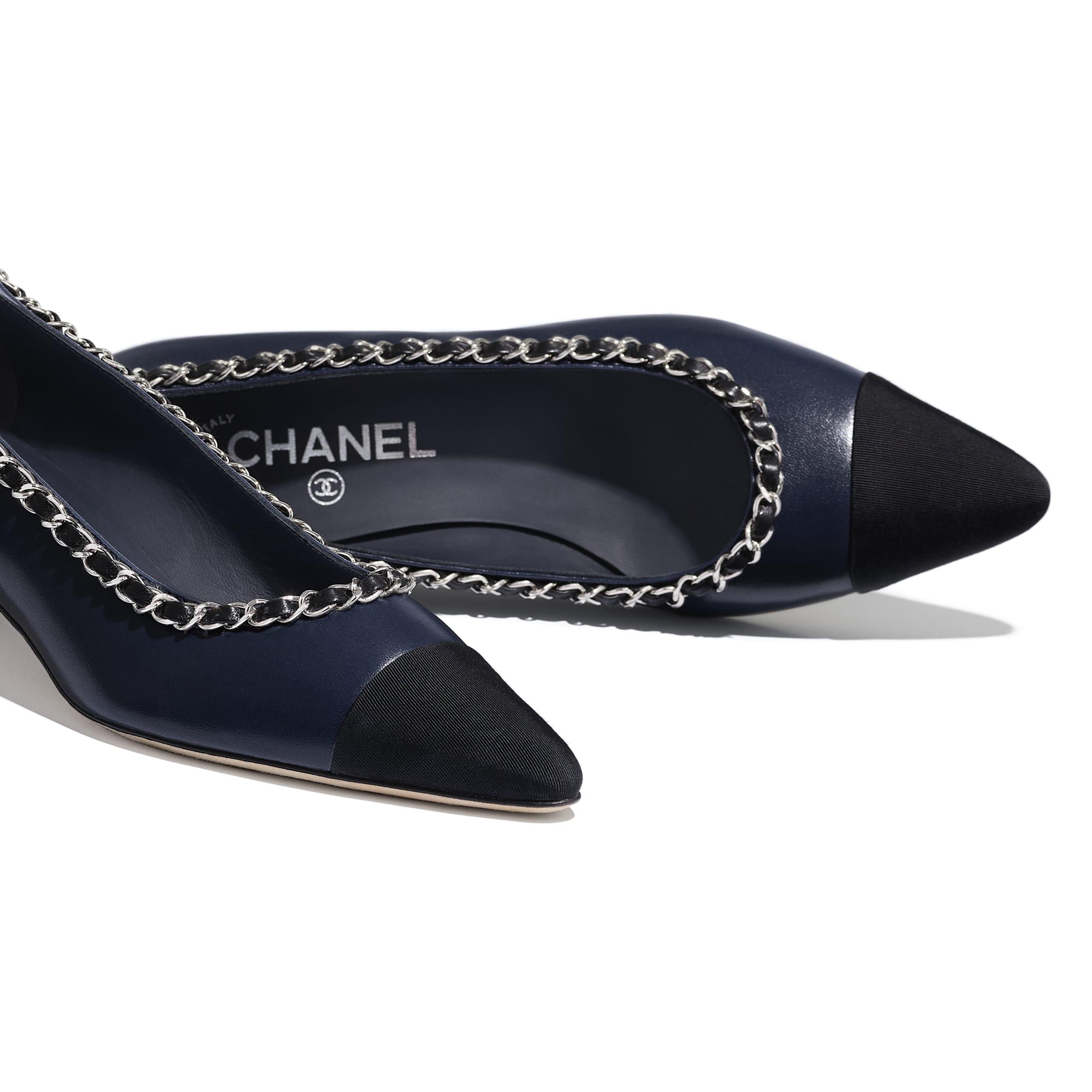 Pumps - Navy Blue & Black - Lambskin - CHANEL - Extra view - see standard sized version