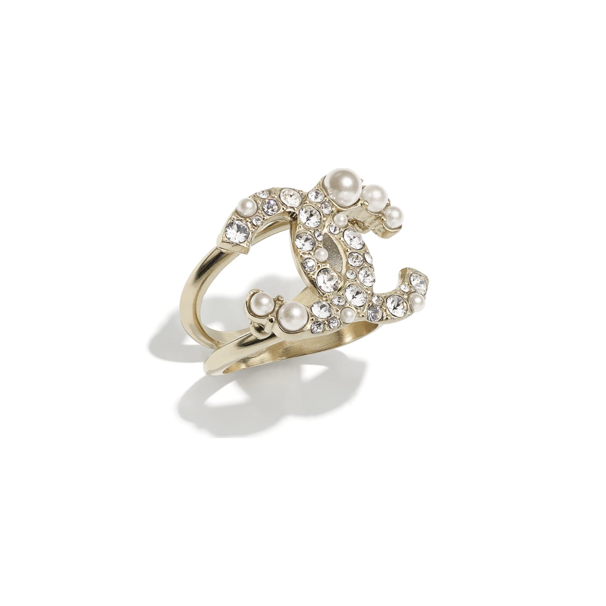 Anel - Gold, Pearly White & Crystal - Metal, Glass Pearls & Strass - CHANEL - Vista predefinida - ver a versão em tamanho standard