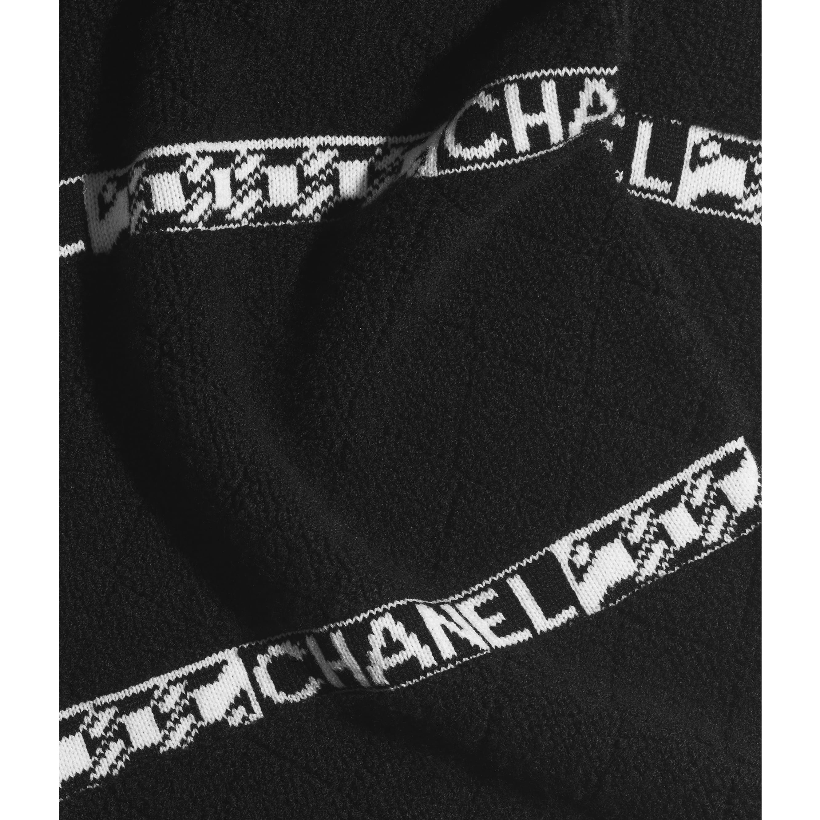 Scarf - Black & Ecru - Cashmere - CHANEL - Default view - see standard sized version