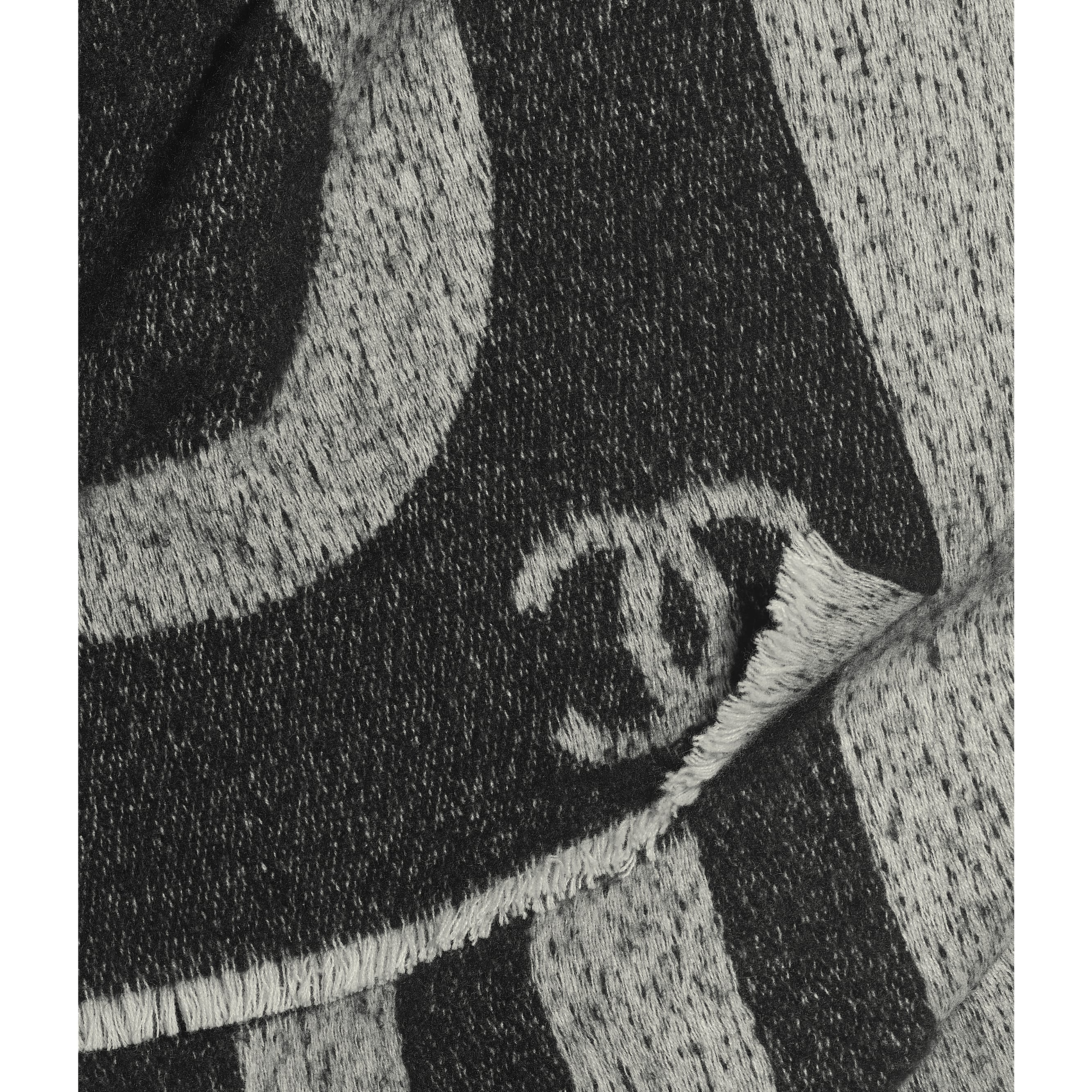 Scarf - Black & Ivory - Cashmere & Silk - CHANEL - Default view - see standard sized version