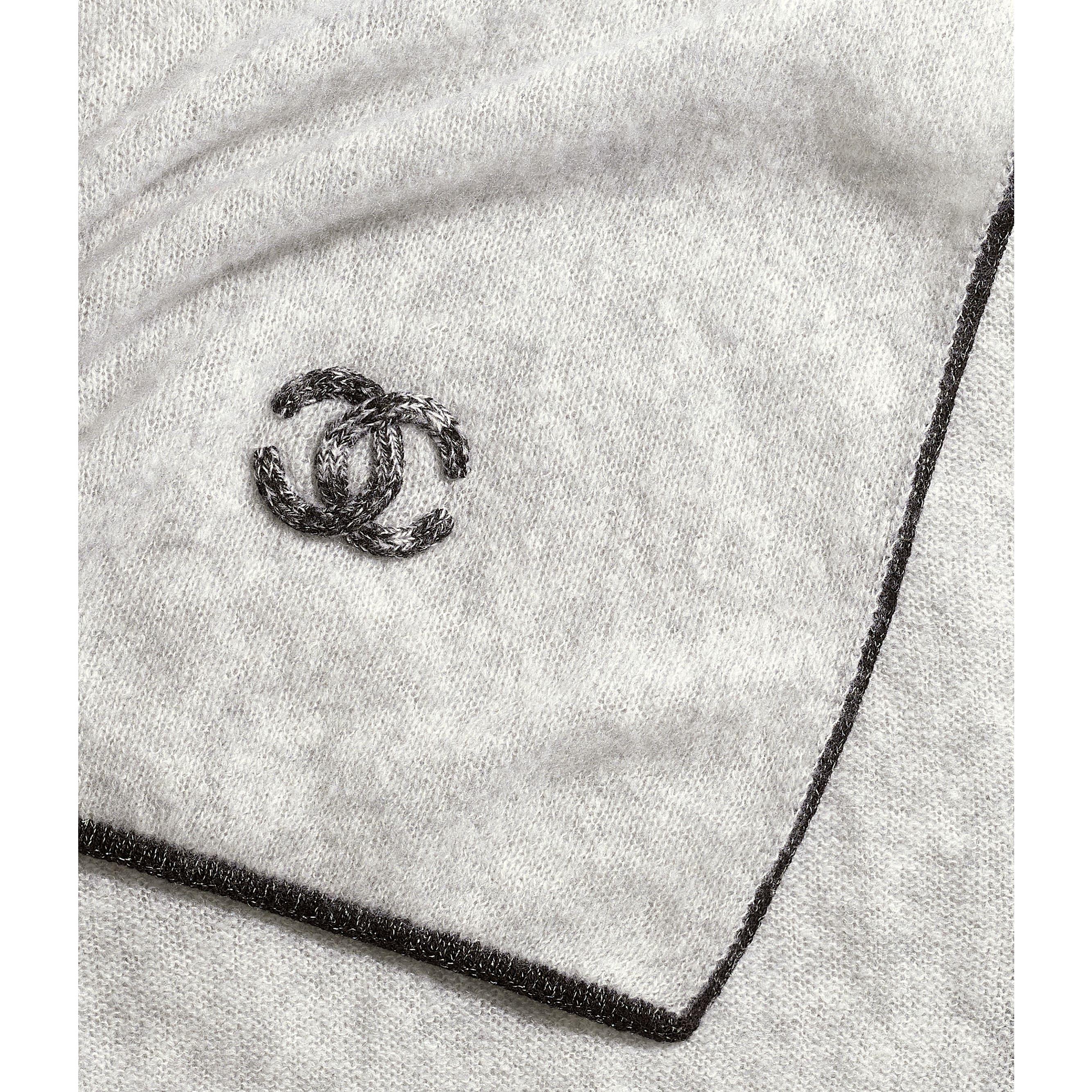 ผ้าพันคอ - สีเทา - ผ้าแคชเมียร์และผ้าไหม - มุมมองปัจจุบัน - ดูเวอร์ชันขนาดมาตรฐาน