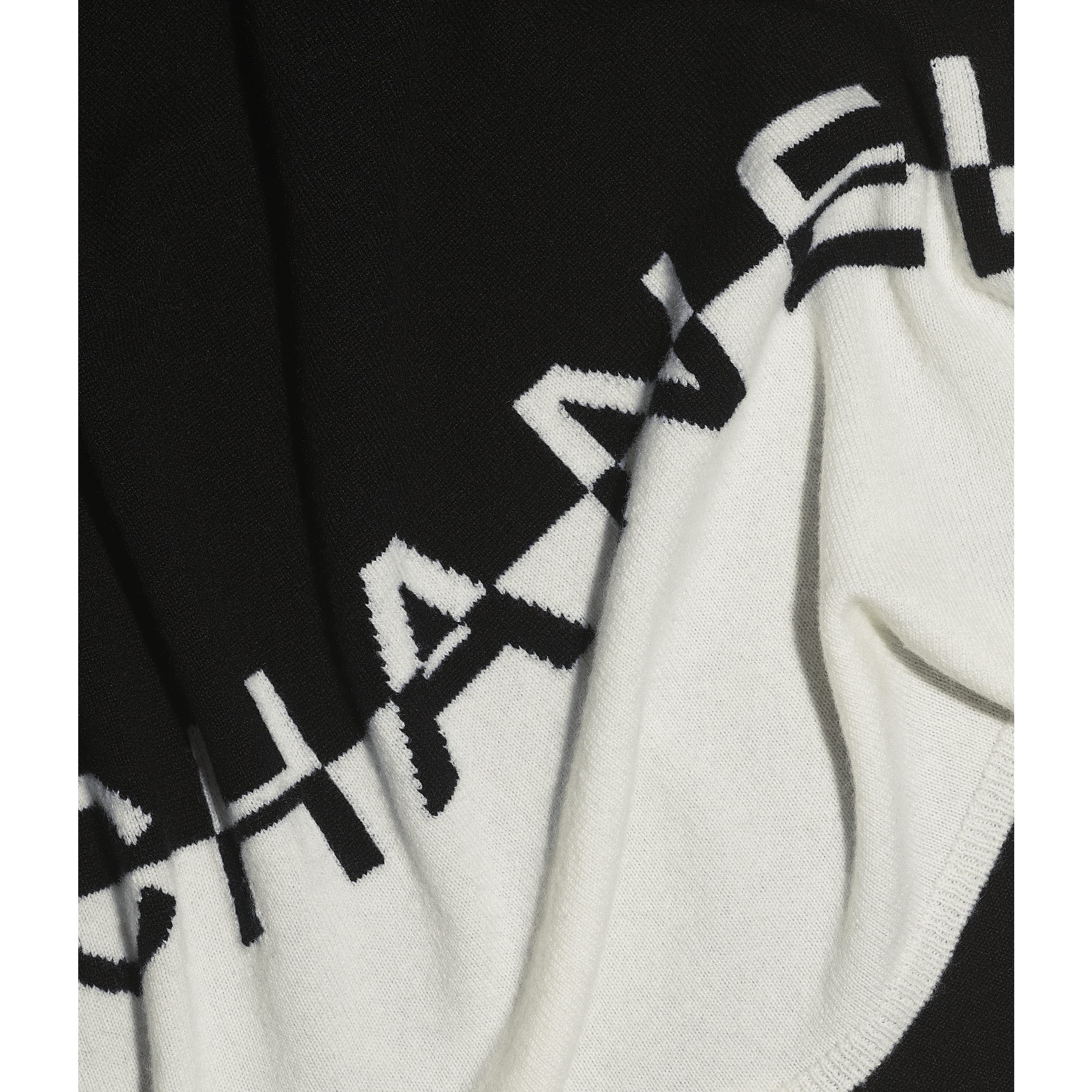 Scarf - White & Black - Cashmere - CHANEL - Default view - see standard sized version