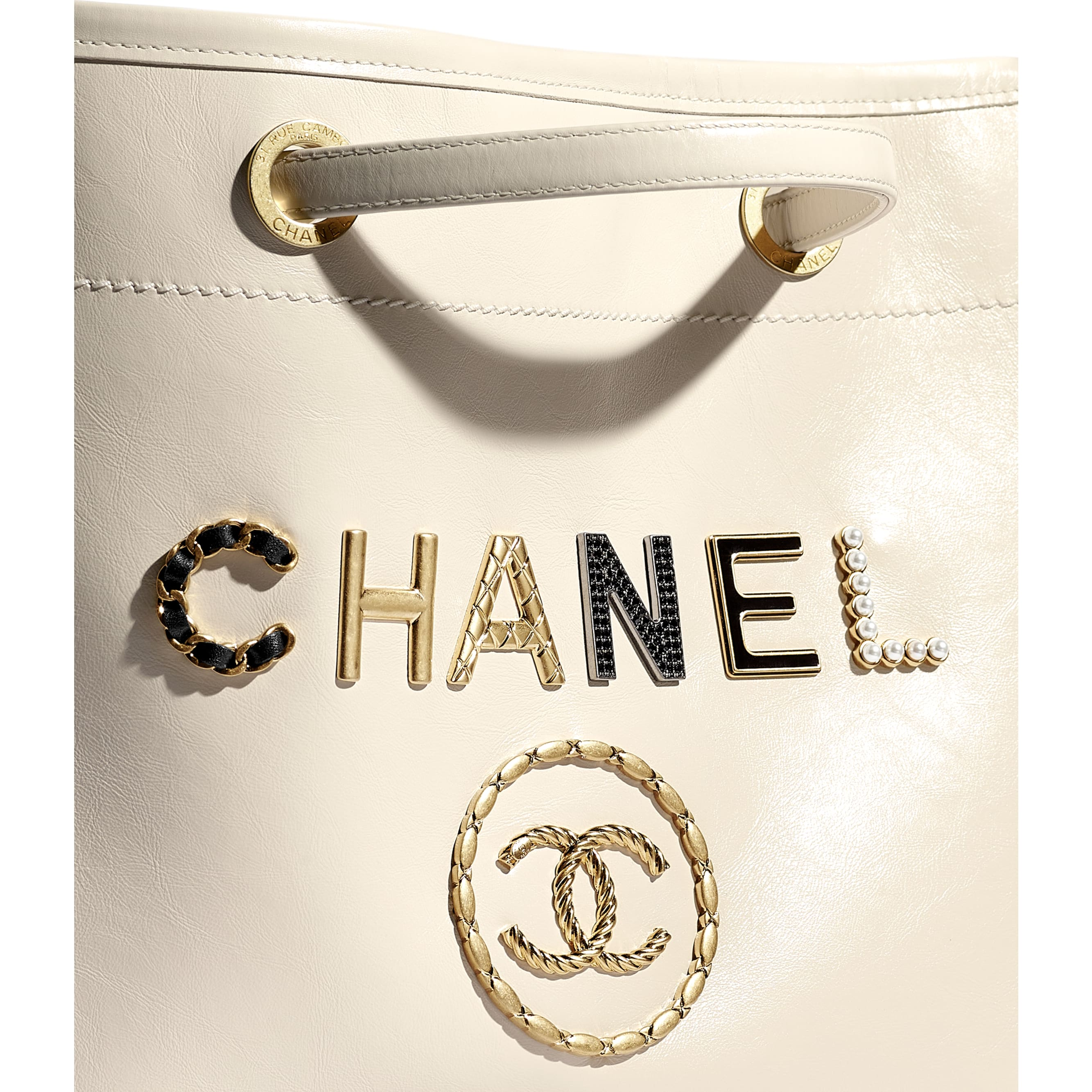 Shopping Bag - Ecru - Shiny Calfskin, Crystal Pearls, Diamante, Enamel, Gold-Tone & Ruthenium-Finish Metal - CHANEL - Extra view - see standard sized version
