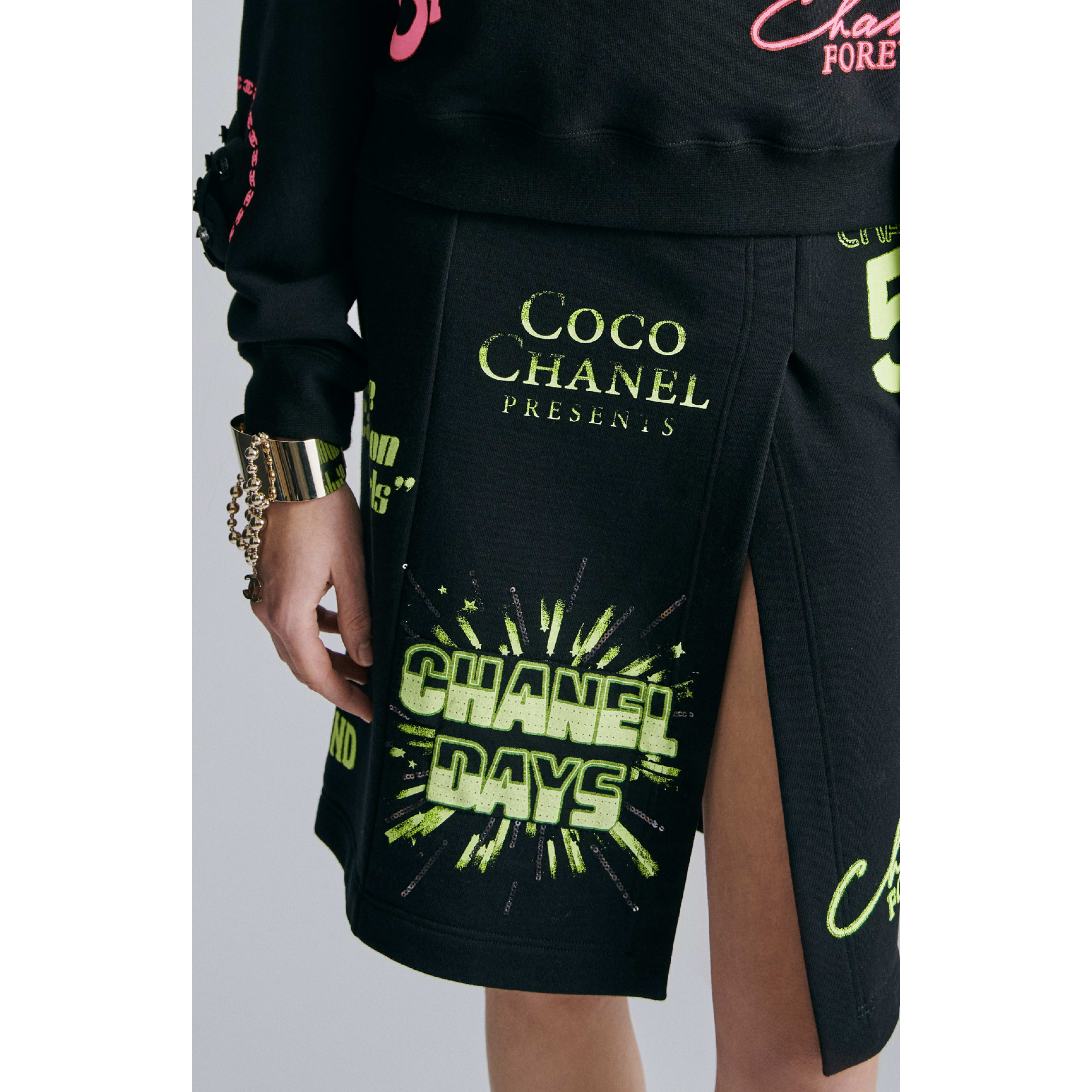 Skirt - Black & Neon Green - Cotton - CHANEL - Alternative view - see standard sized version