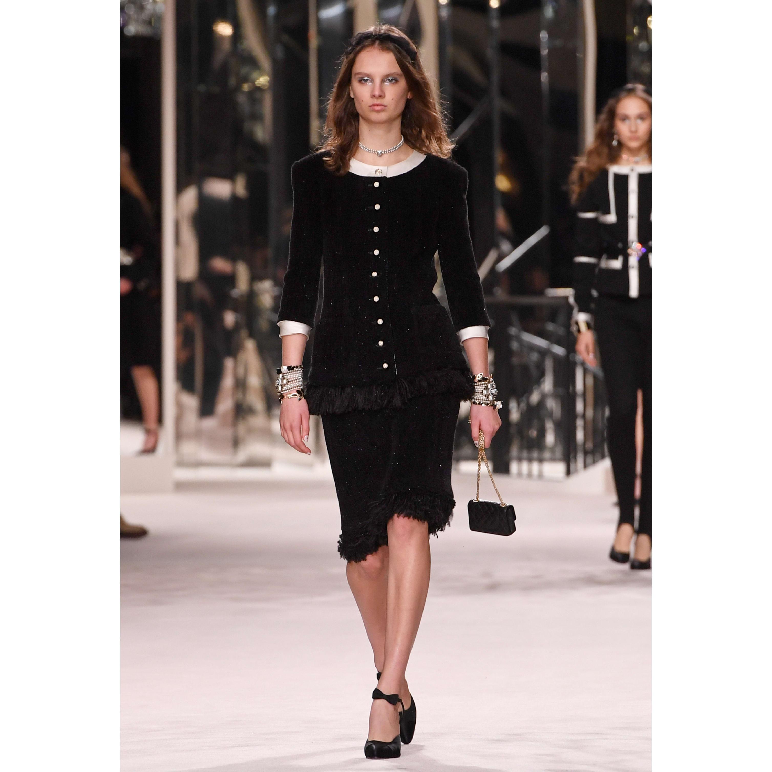 Skirt - Black - Wool Tweed - CHANEL - Default view - see standard sized version