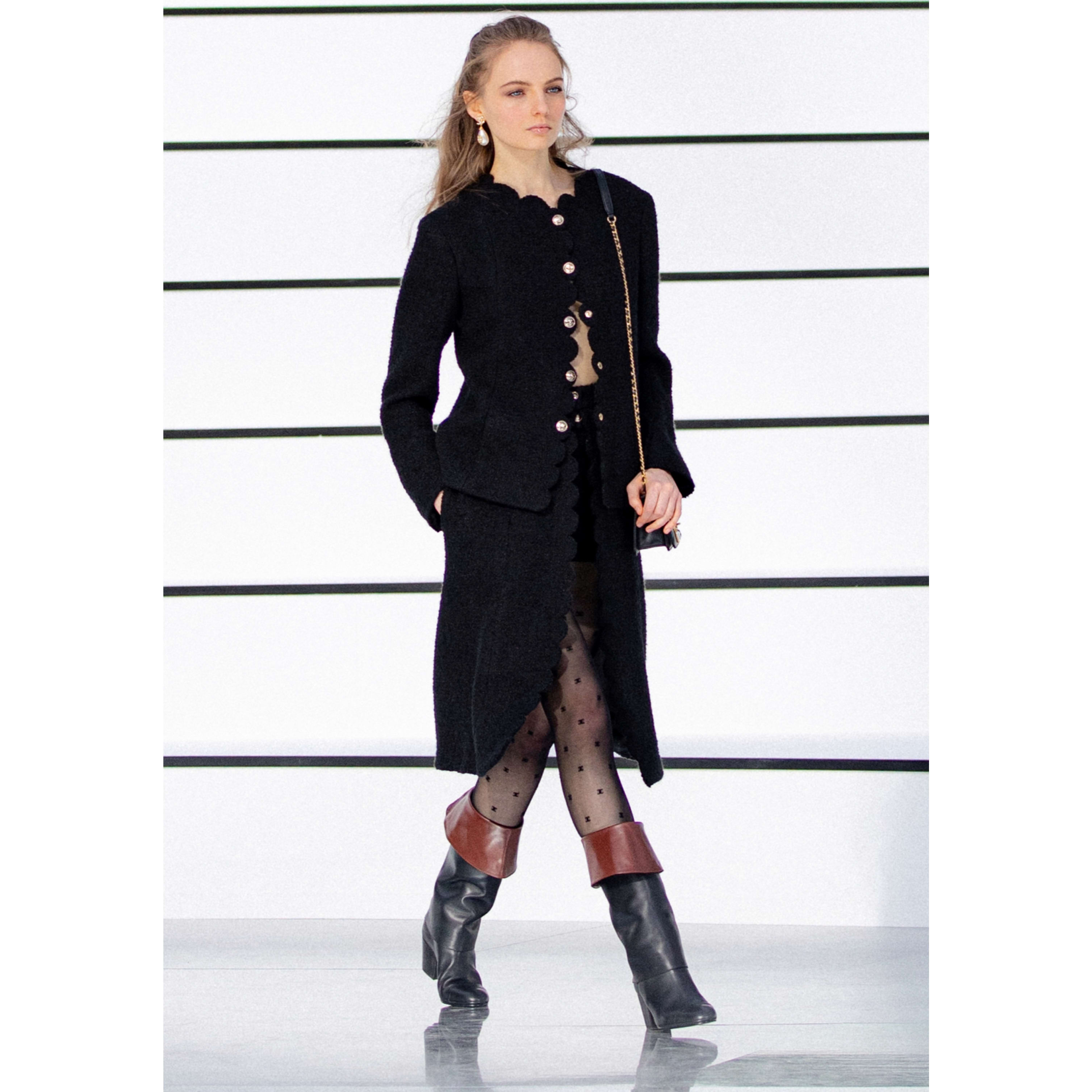 Skirt - Black - Wool Tweed - CHANEL - Default view - see standard sized version