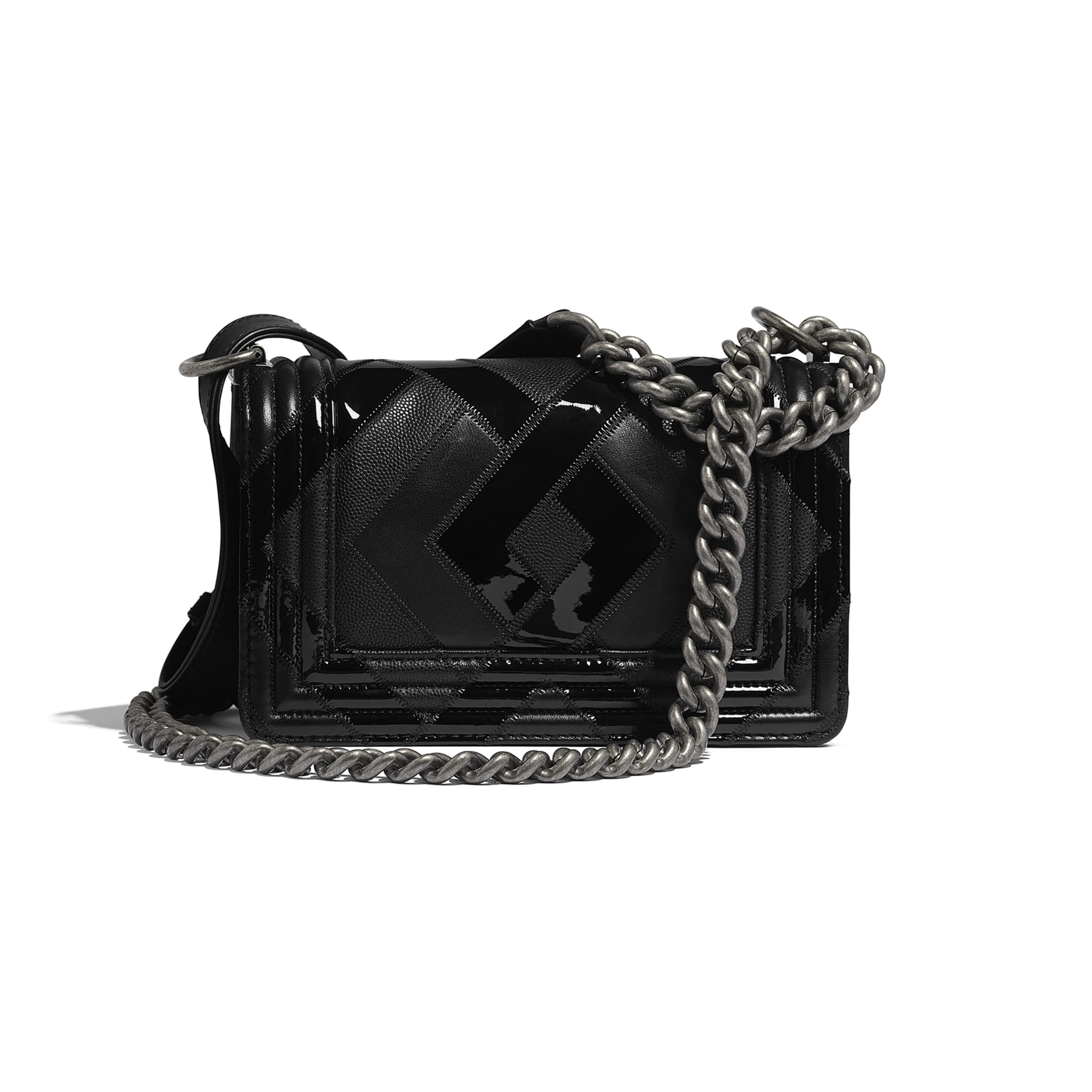 Mała torebka BOY CHANEL - Kolor czarny - Skóra cielęca, patentowa skóra cielęca, skóra cielęca o ziarnistej fakturze i metal z rutenowym wykończeniem      - Widok alternatywny – zobacz w standardowym rozmiarze