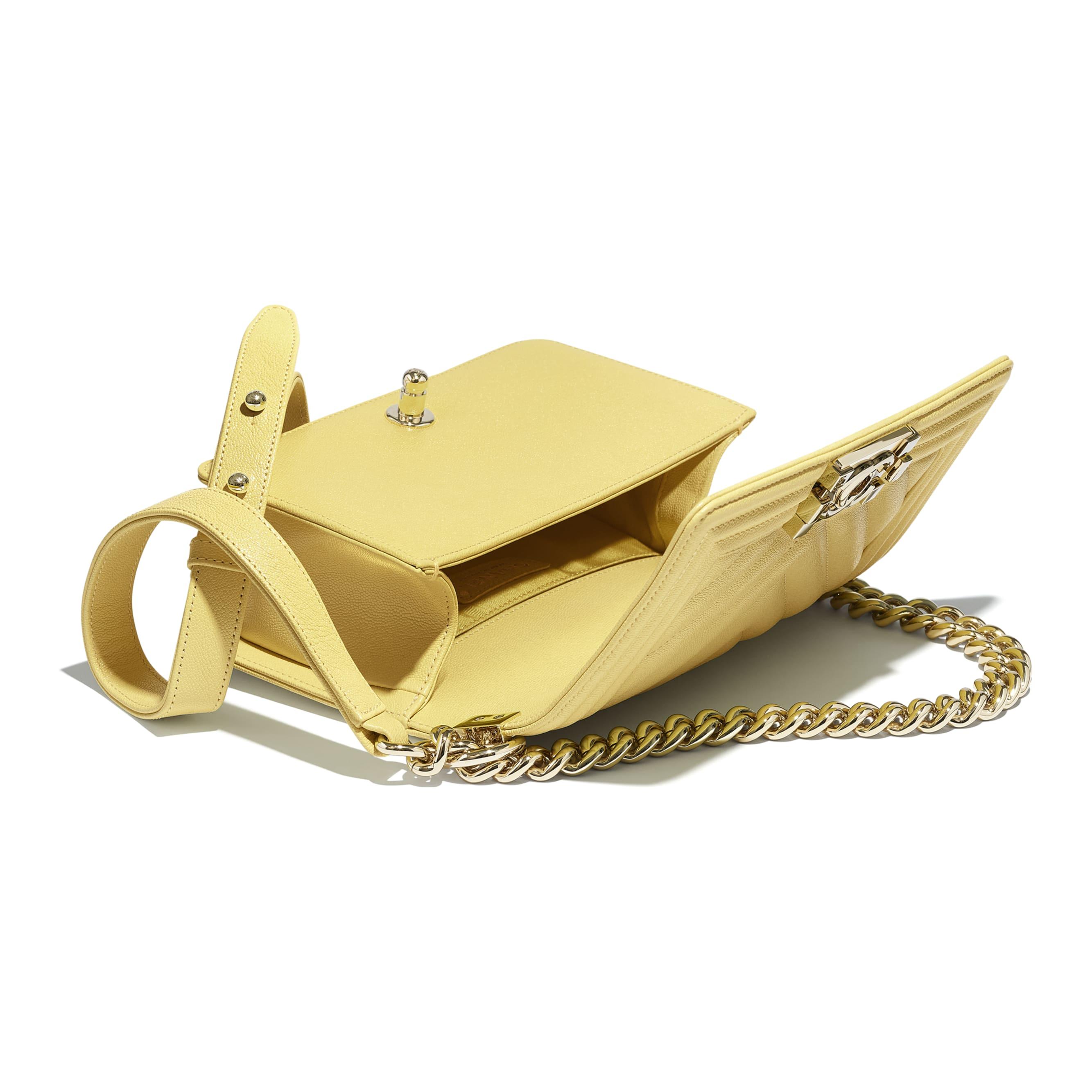 Kleine Tasche BOY CHANEL - Gelb - Genarbtes Kalbsleder & goldfarbenes Metall - CHANEL - Weitere Ansicht - Standardgröße anzeigen