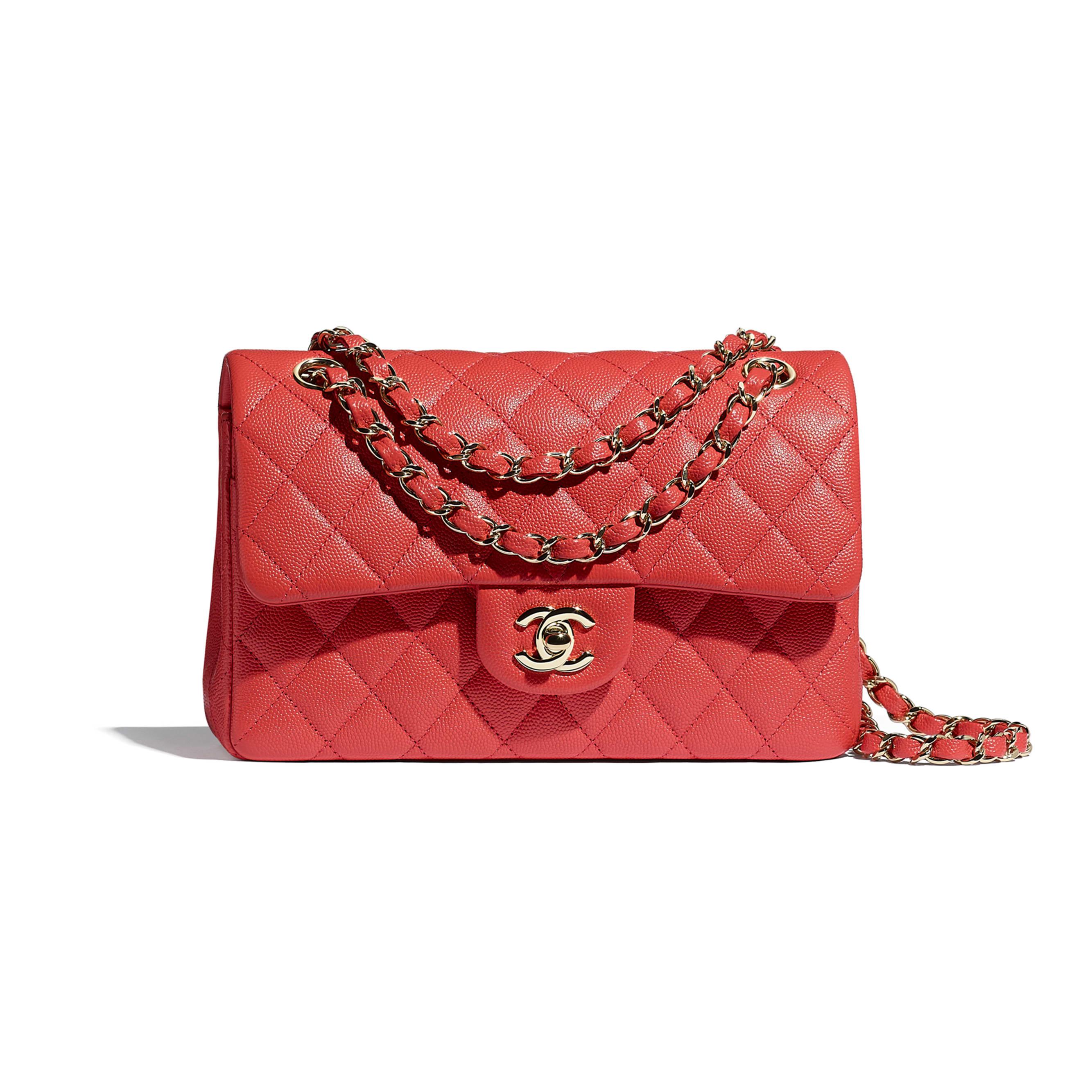 Mała klasyczna torebka - Kolor czerwony - Skóra cielęca o ziarnistej fakturze i metal w tonacji złotej - CHANEL - Widok domyślny – zobacz w standardowym rozmiarze