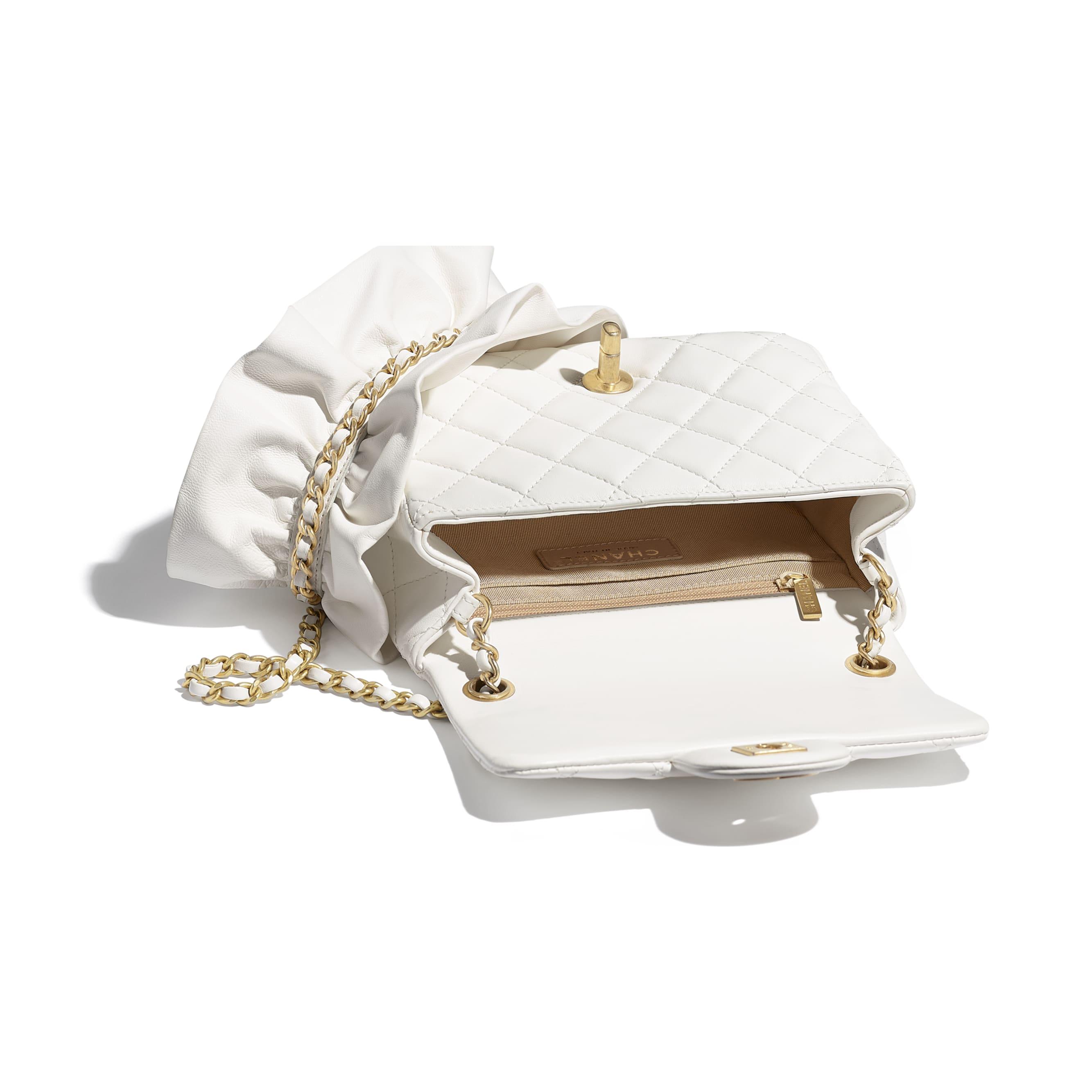 細號垂蓋手袋 - 白色 - 小羊皮及金色金屬 - CHANEL - 其他視圖 - 查看標準尺寸版本