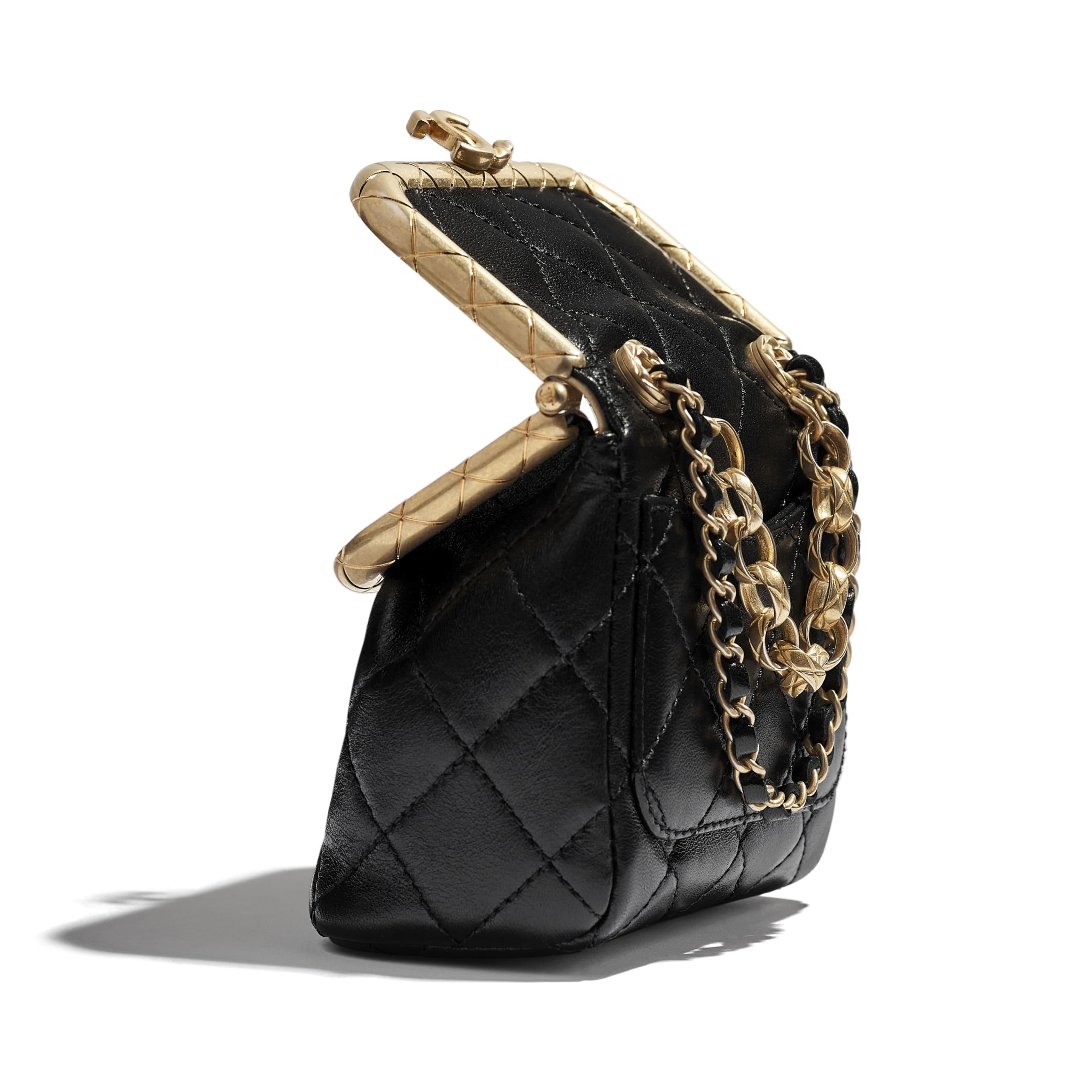 Bolsa pequena com fecho - Black - Lambskin & Gold-Tone Metal - CHANEL - Vista extra - ver a versão em tamanho standard