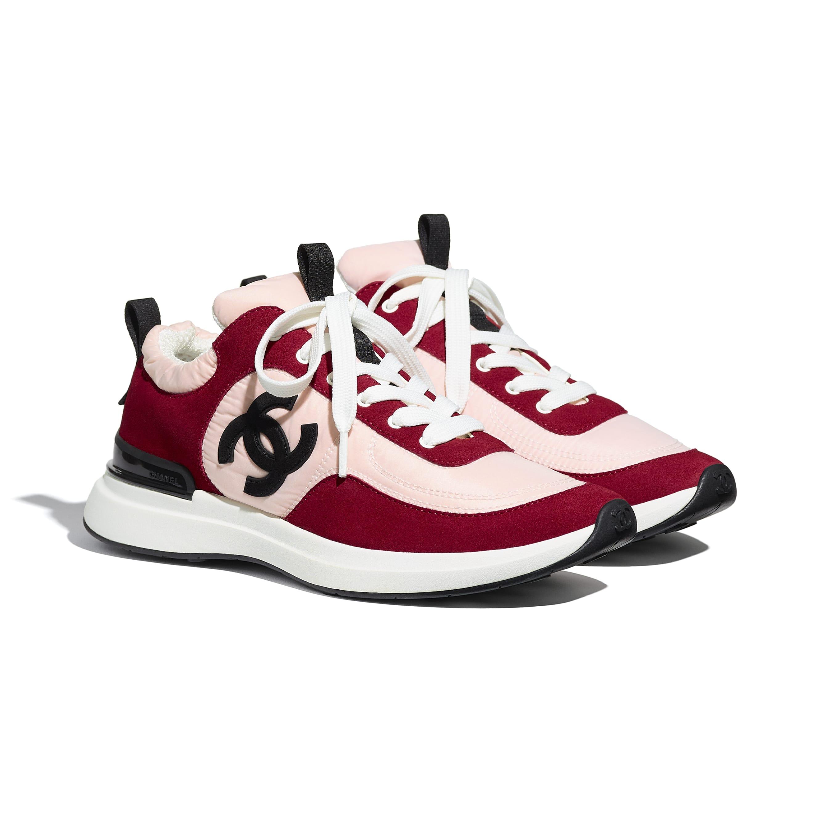 Buty sportowe - Kolor różowy i ciemnoróżowy - Zamszowa skóra cielęca i nylon - CHANEL - Widok alternatywny – zobacz w standardowym rozmiarze