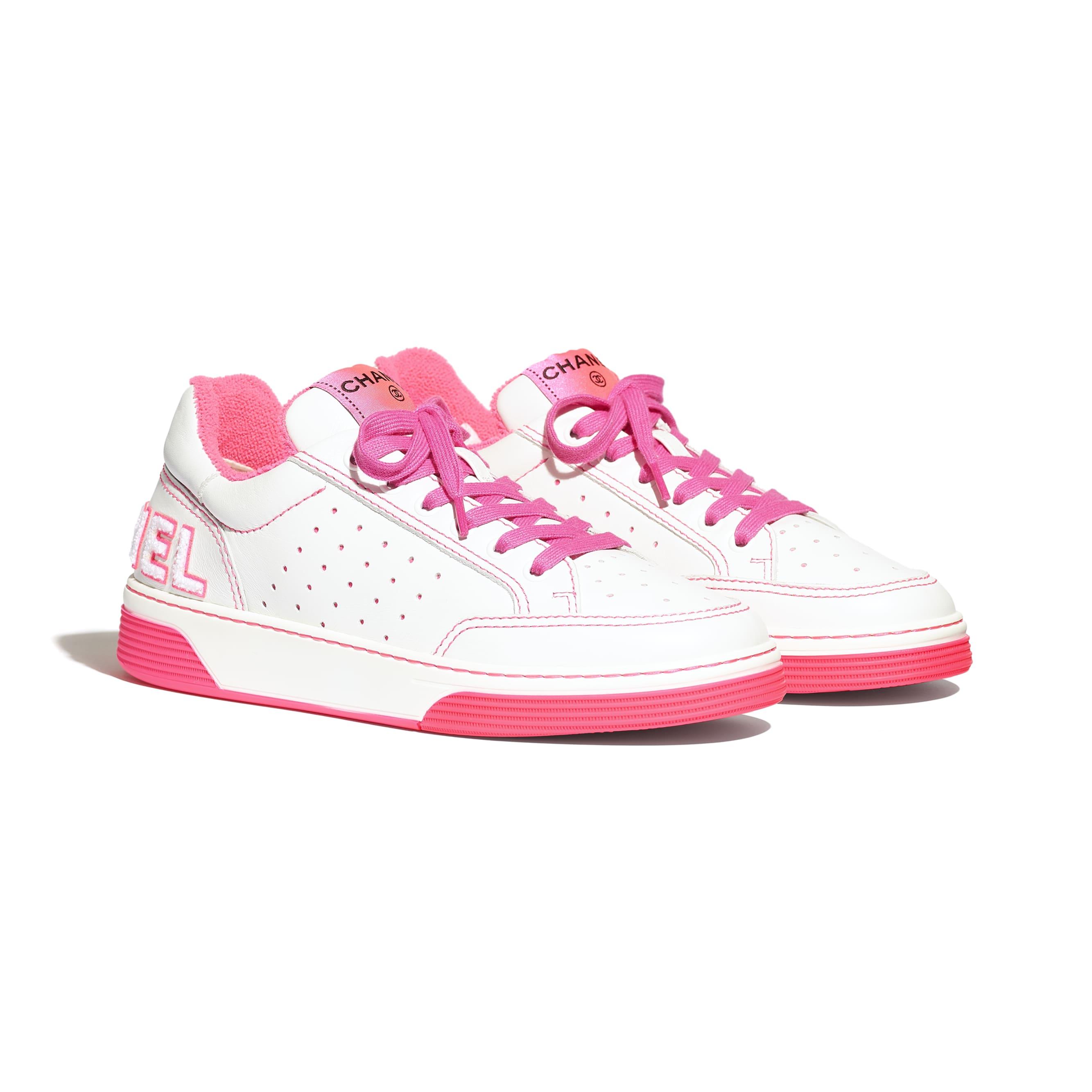 Buty sportowe - Kolor biały i fuksja - Skóra cielęca - Widok alternatywny – zobacz w standardowym rozmiarze