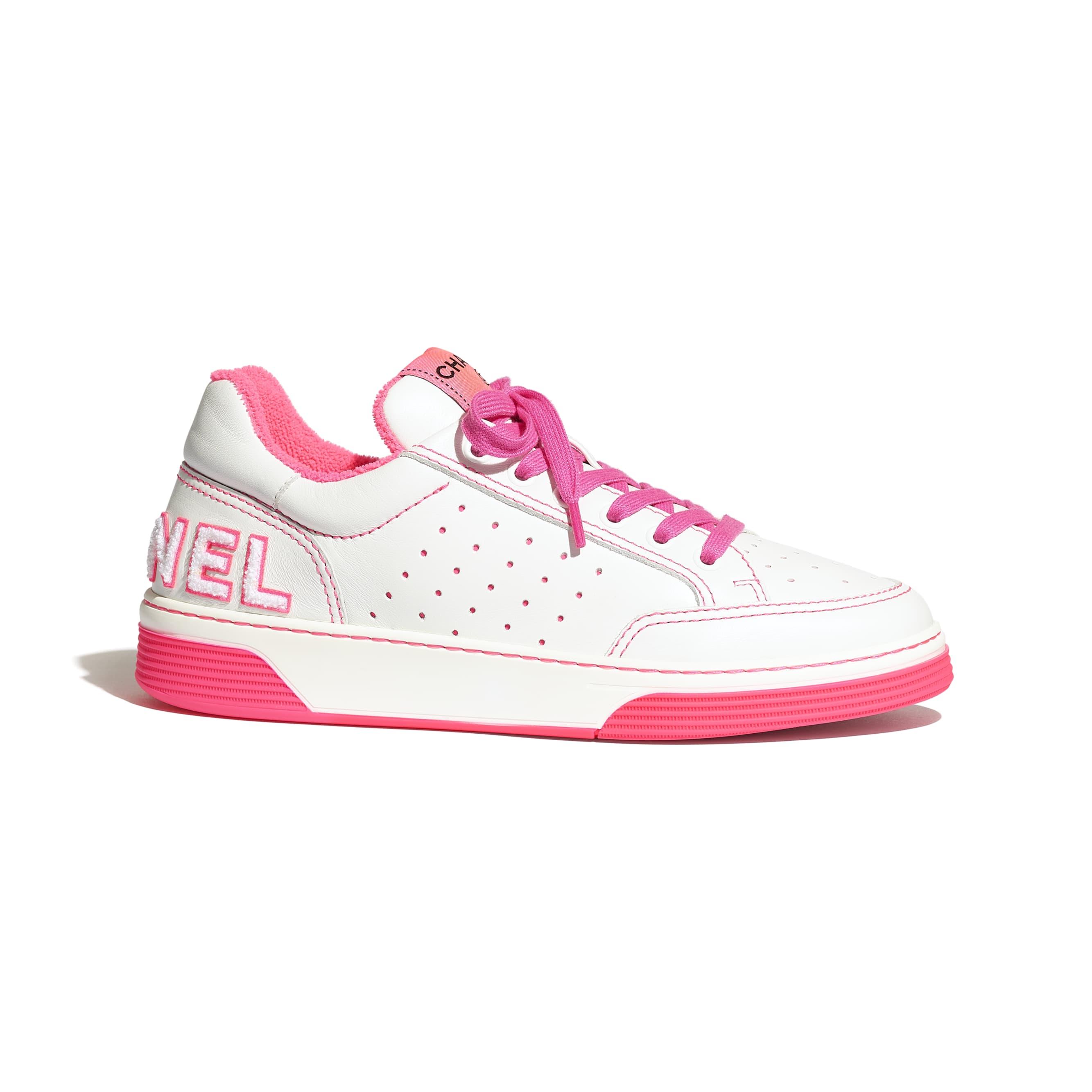 Buty sportowe - Kolor biały i fuksja - Skóra cielęca - Widok domyślny – zobacz w standardowym rozmiarze