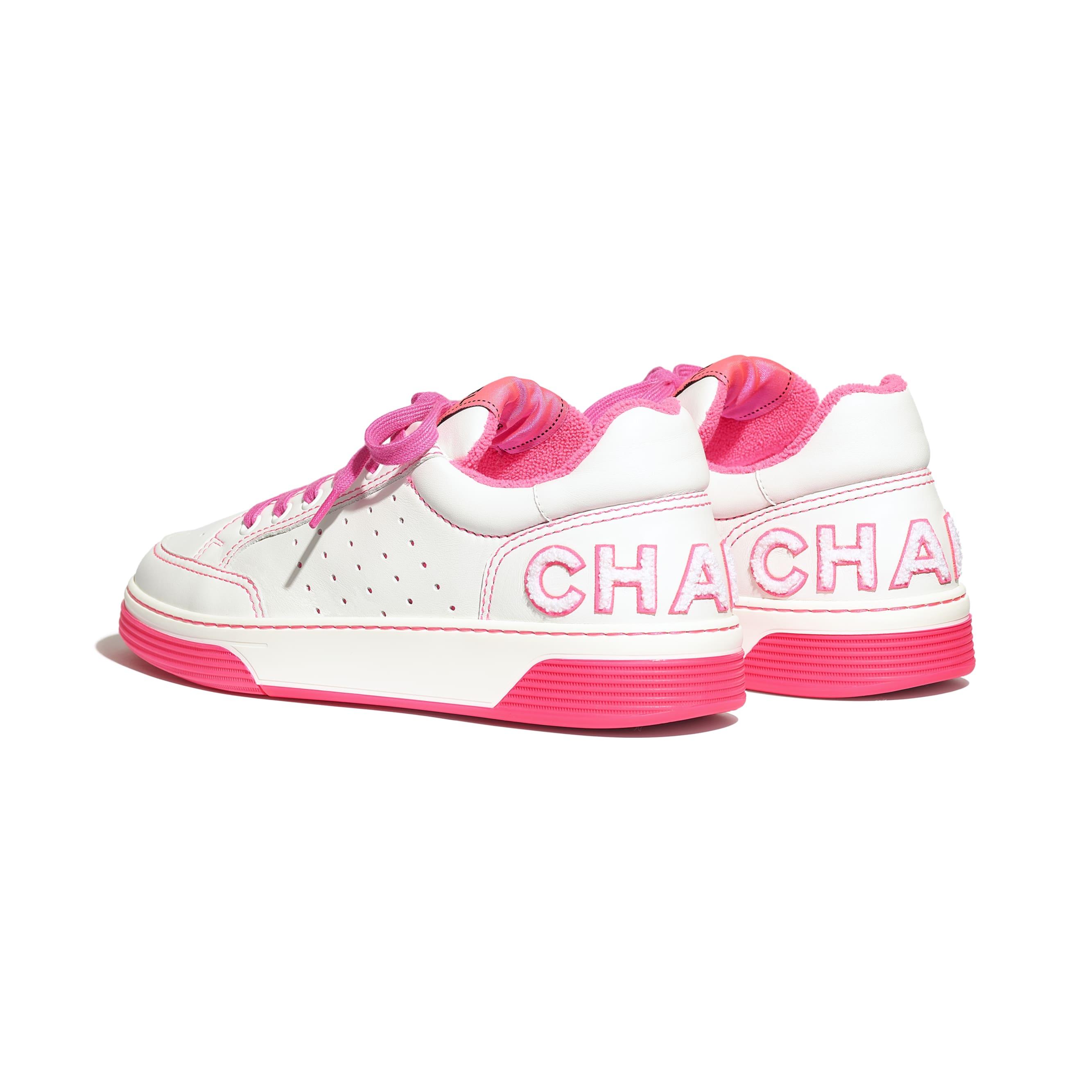 Buty sportowe - Kolor biały i fuksja - Skóra cielęca - Inny widok – zobacz w standardowym rozmiarze