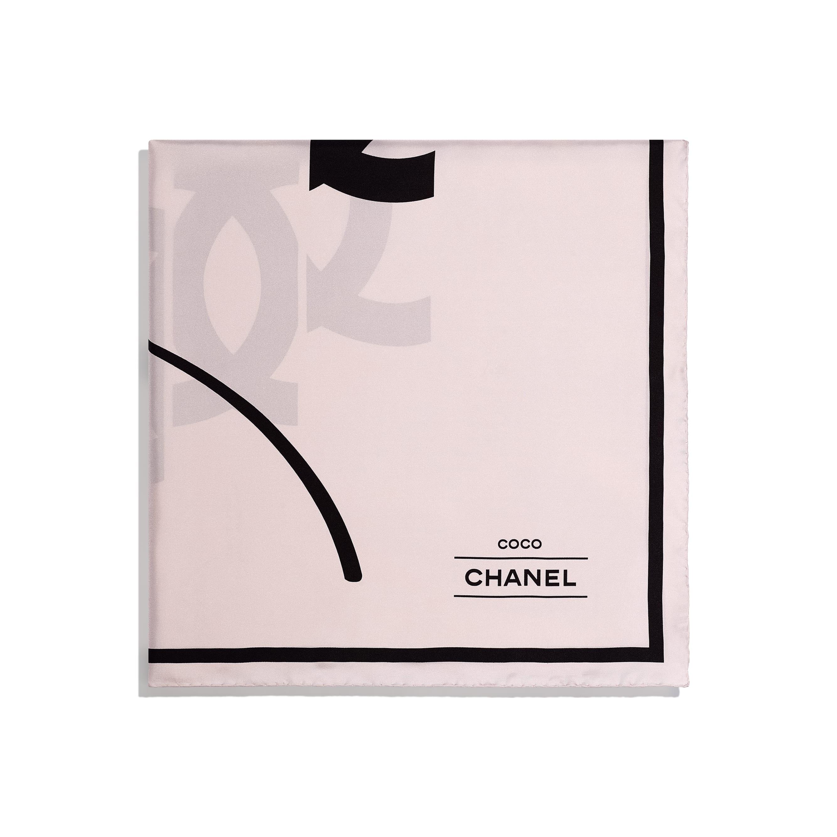 ผ้าพันคอทรงสี่เหลี่ยมจัตุรัส - สีชมพูอ่อน - ผ้าไหมทวิลล์ - CHANEL - มุมมองทางอื่น - ดูเวอร์ชันขนาดมาตรฐาน